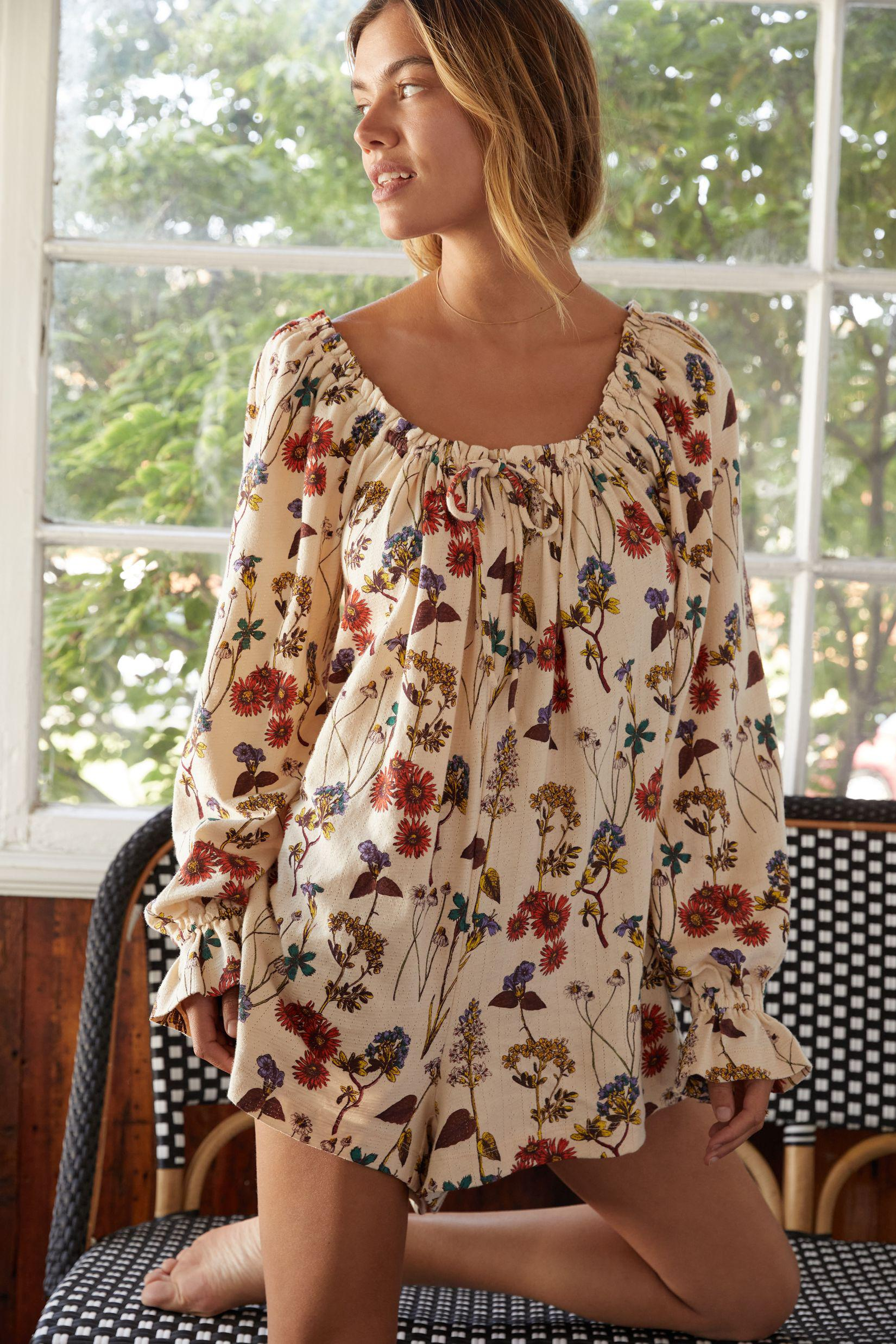 Puff-Sleeved Floral Romper 2