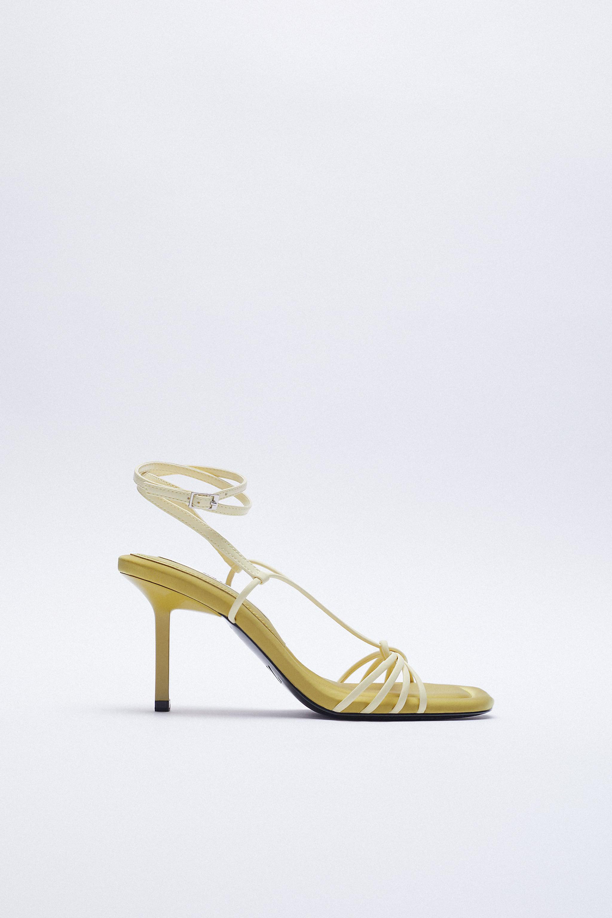 PADDED INSOLE HEELED SANDALS