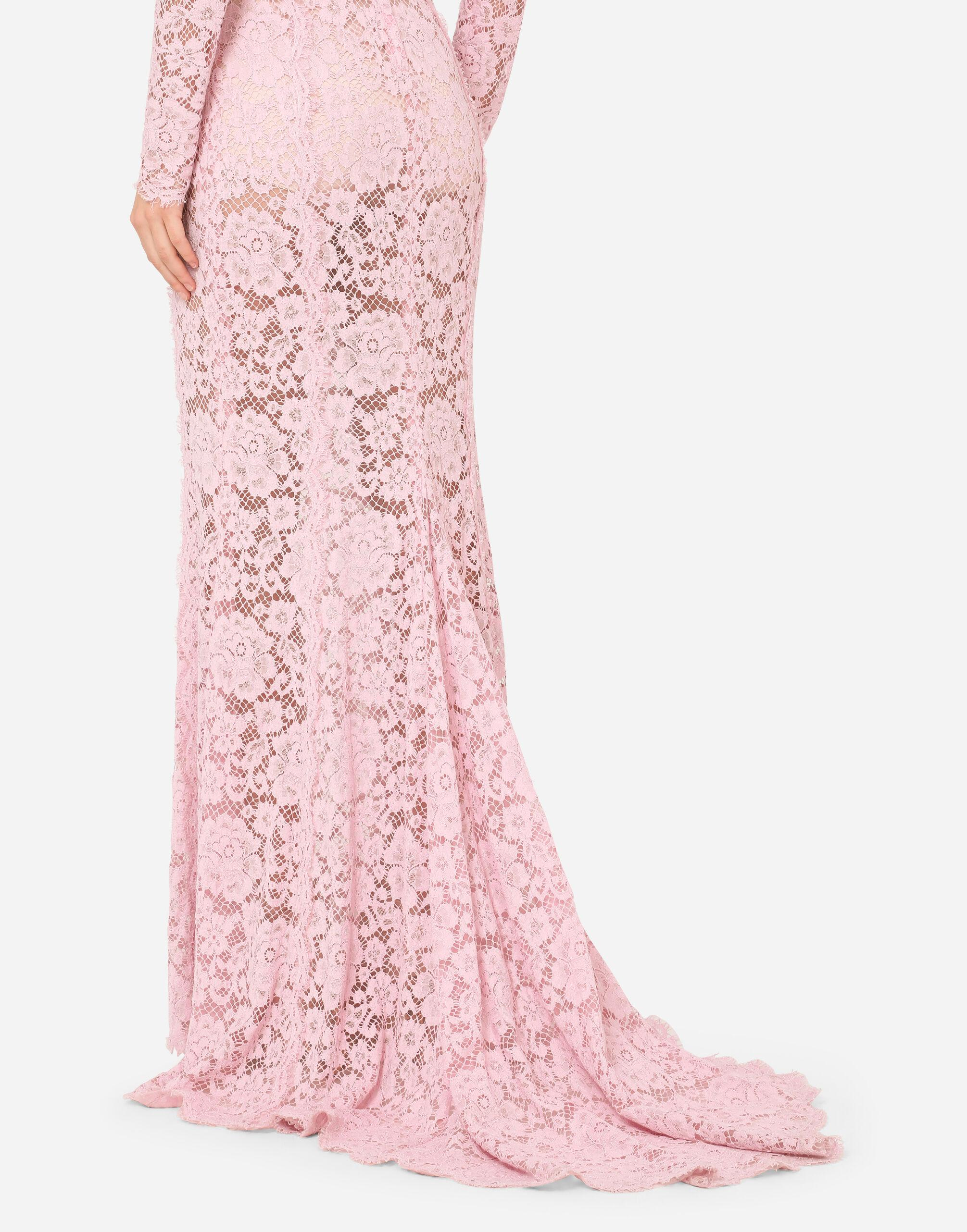 Long lace dress with train 5