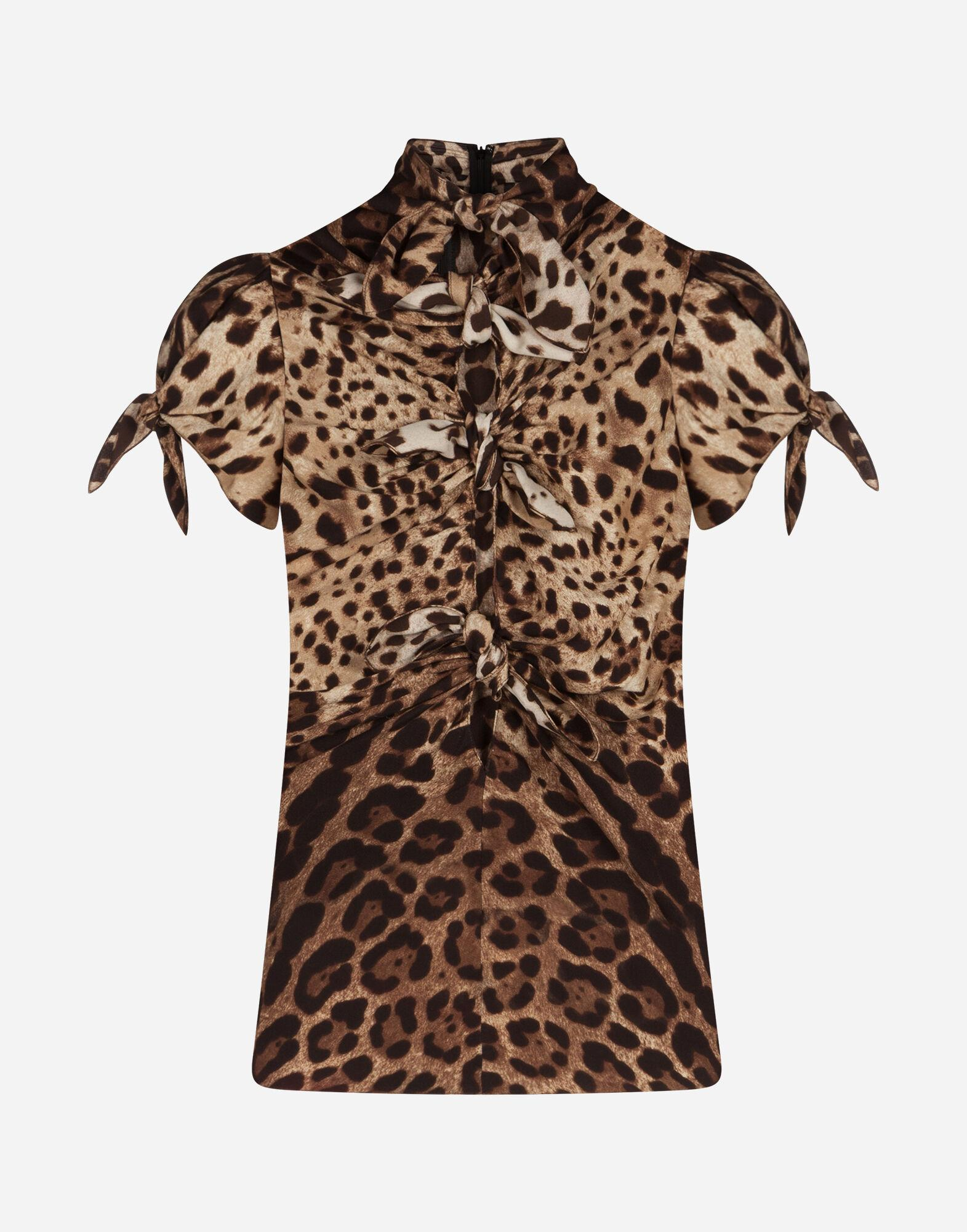 Top in charmeuse with leopard print 5