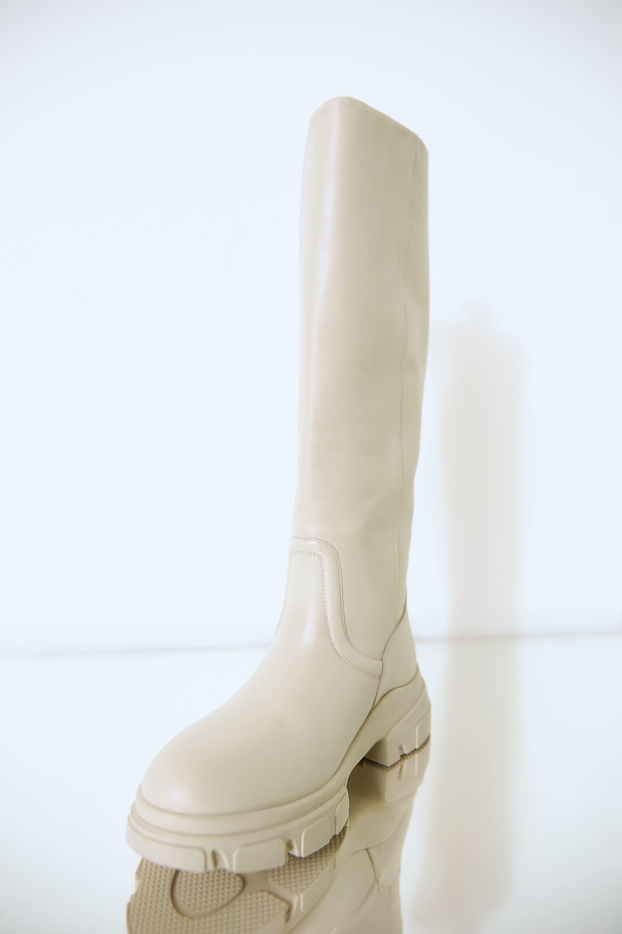 LOW HEELED LEATHER TALL BOOTS