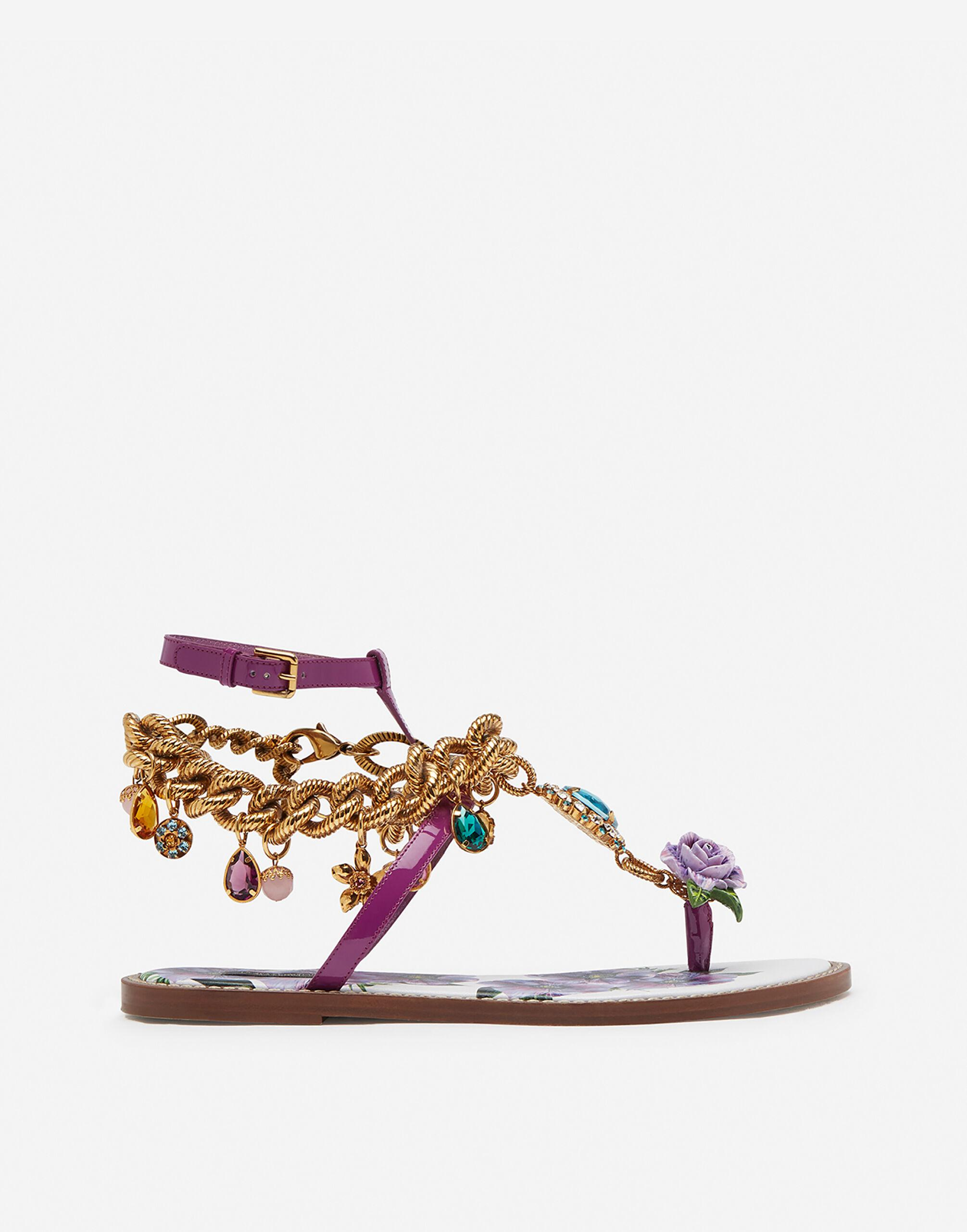 Patent leather flip flops with embroidery