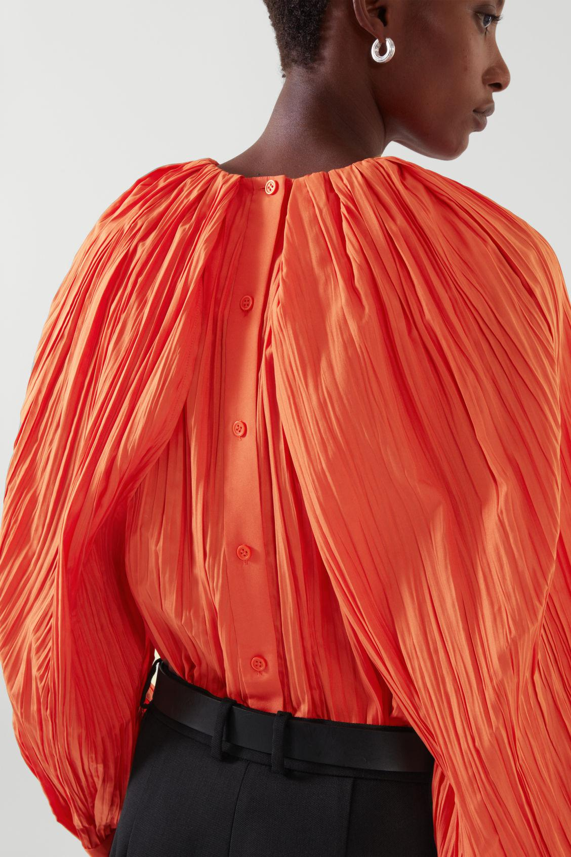 CRUSHED PLEATED CAPE SLEEVE TOP