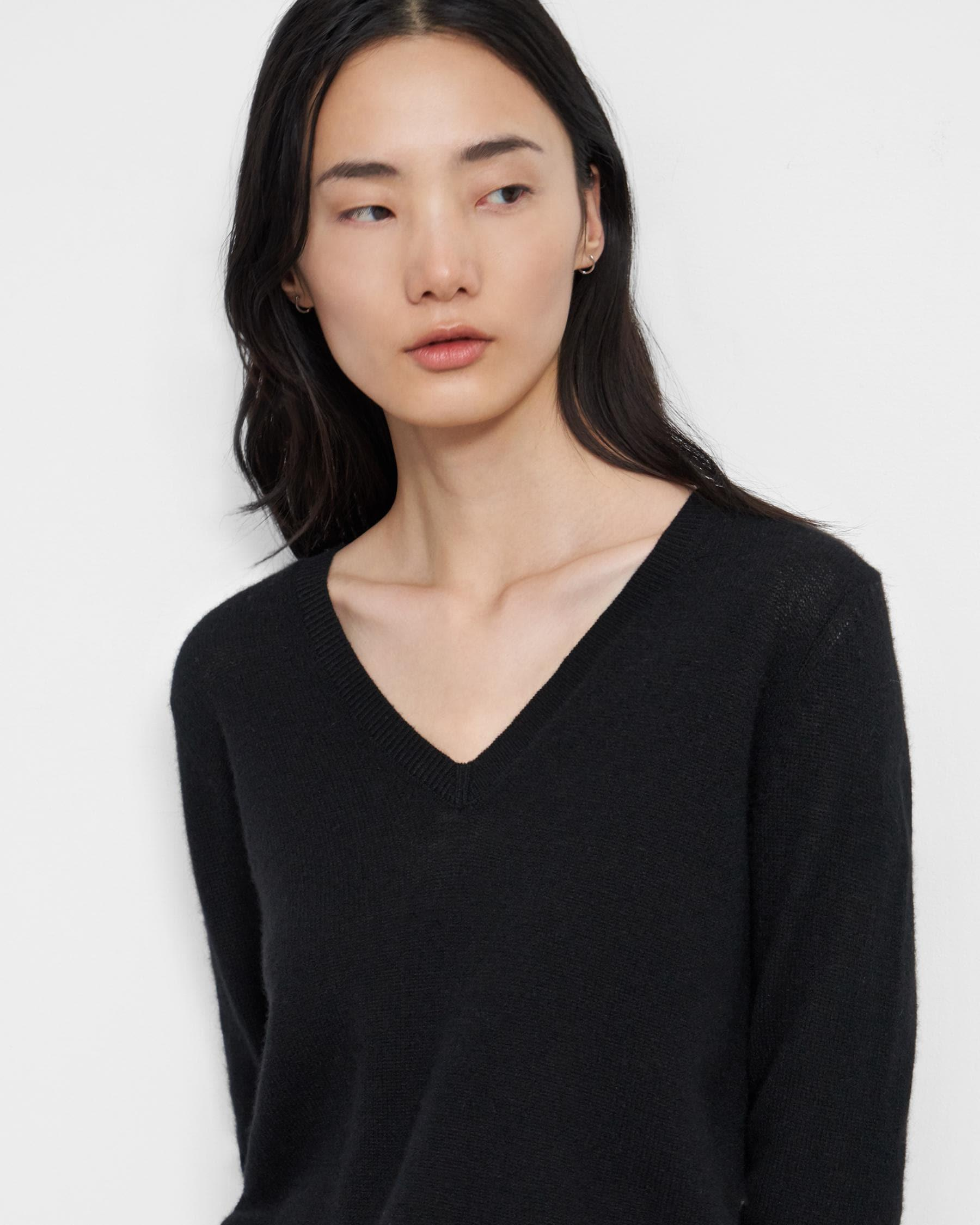 V-Neck Sweater in Feather Cashmere 2