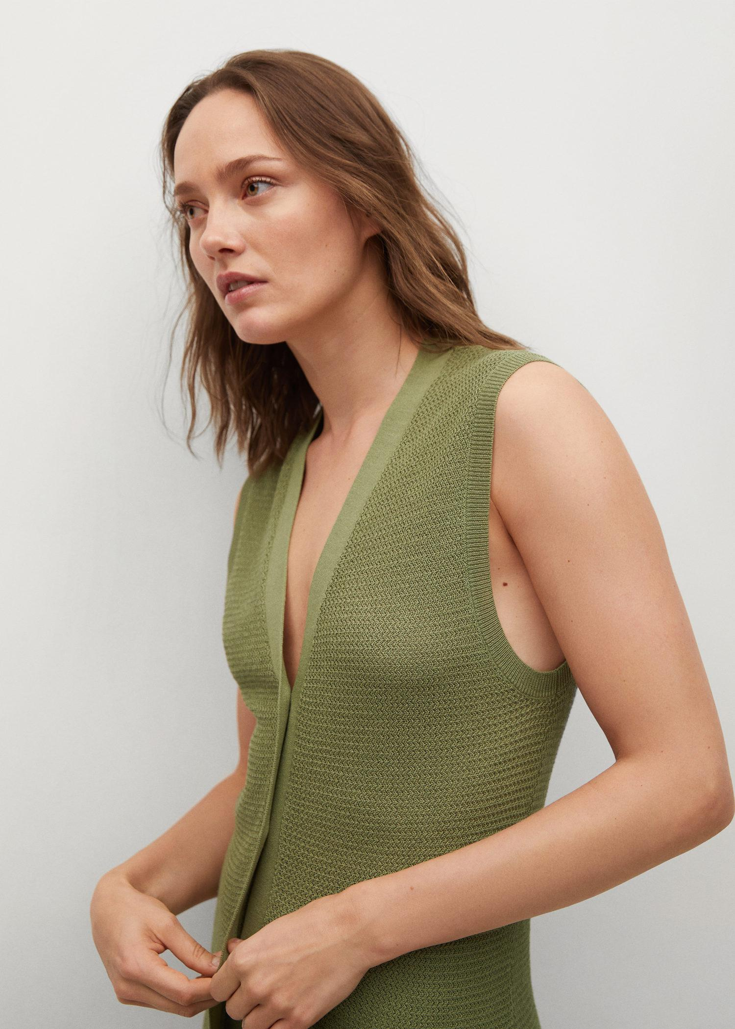 Vest with side opening 3