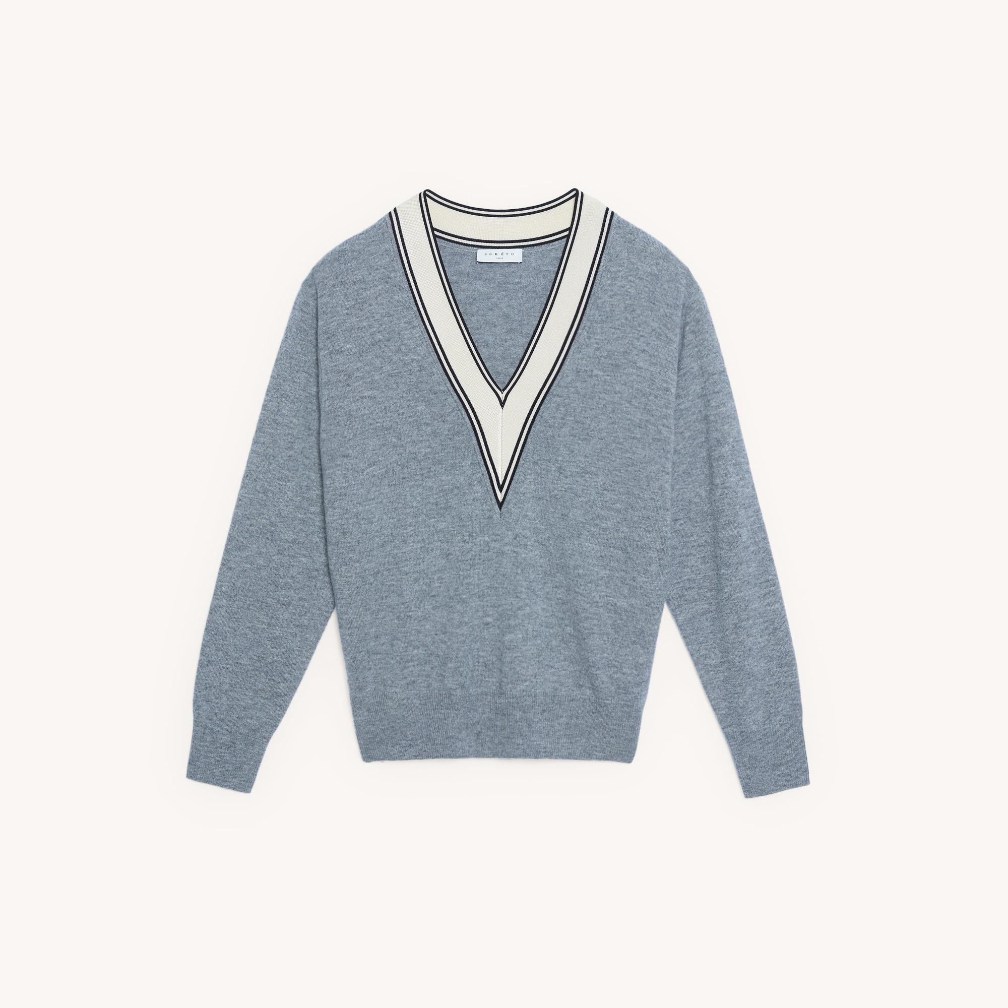 Sweater with constrasting neckline