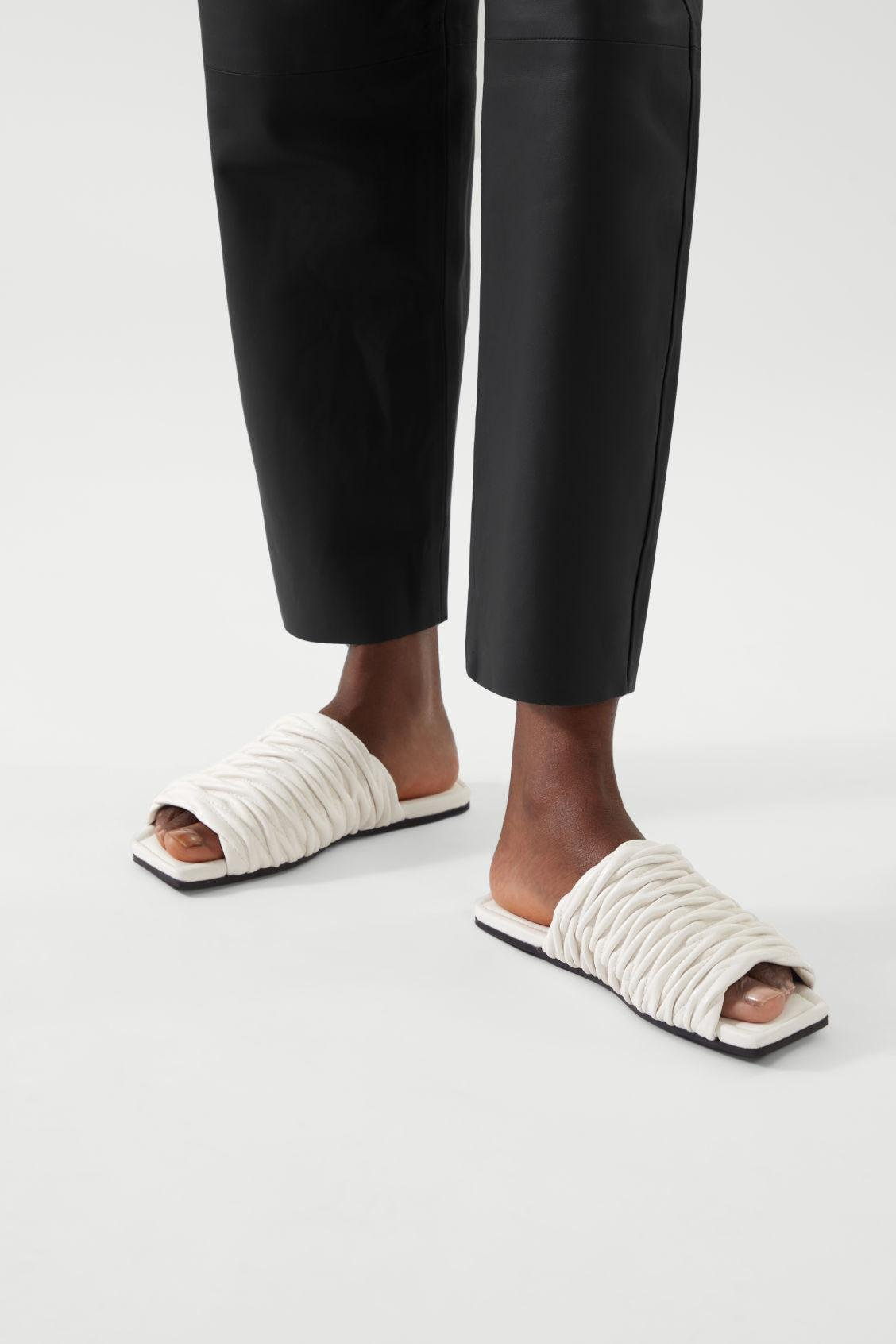 LEATHER SQUARE-TOE SANDALS 5