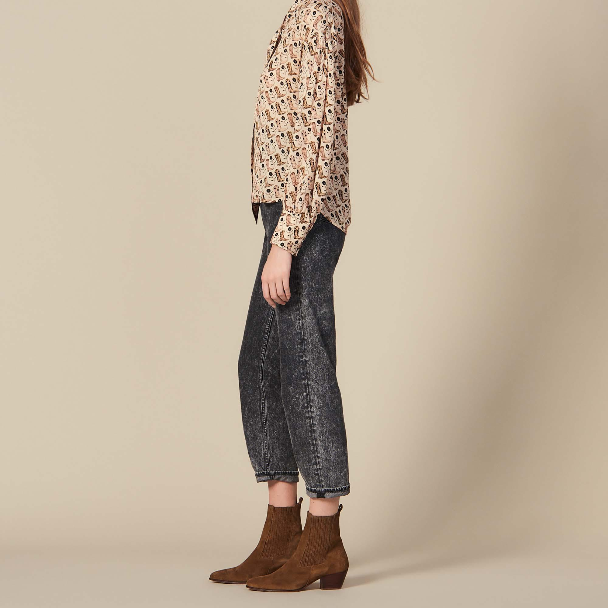 Printed flowing top with bow collar