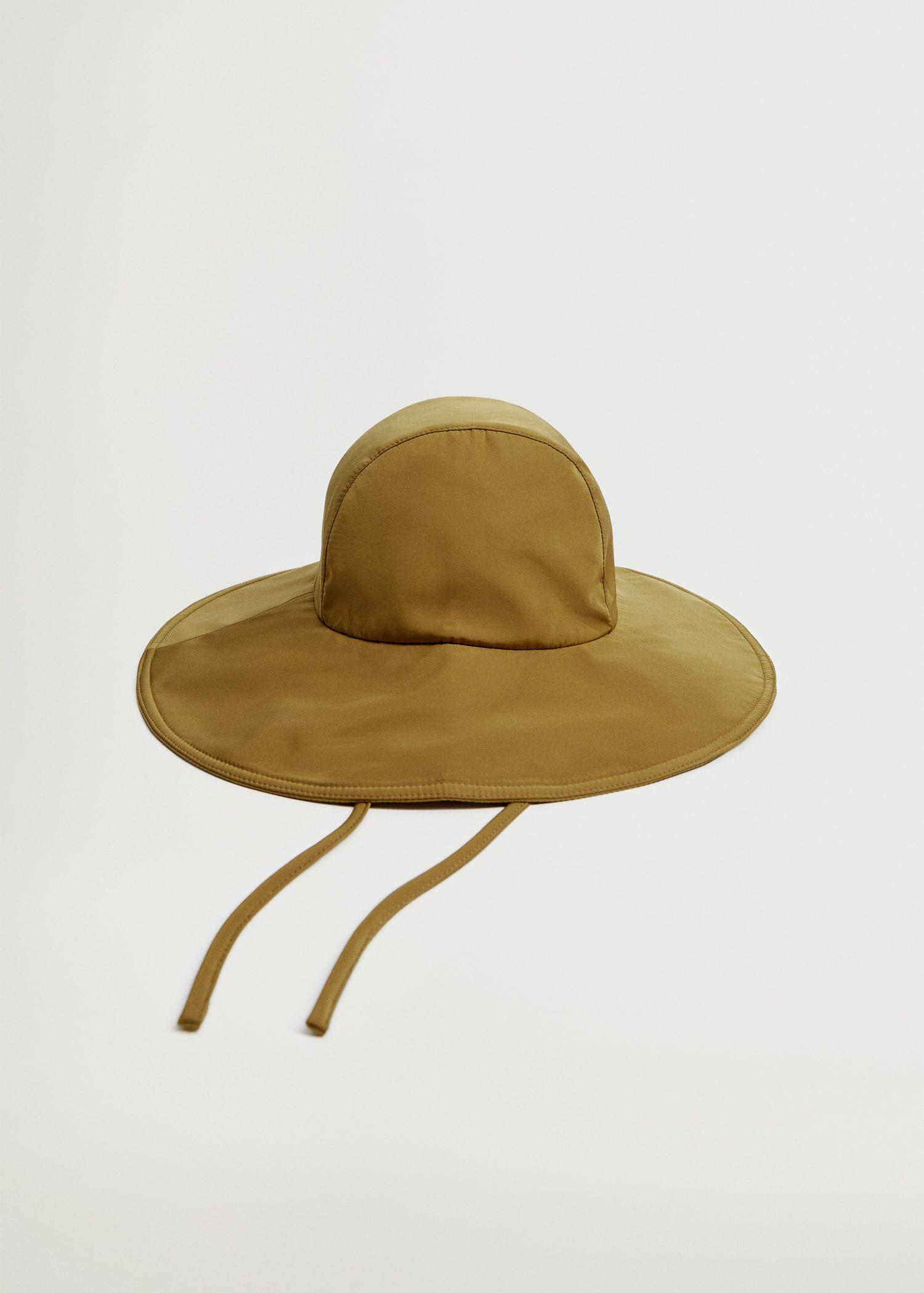 Bucket hat with straps 2