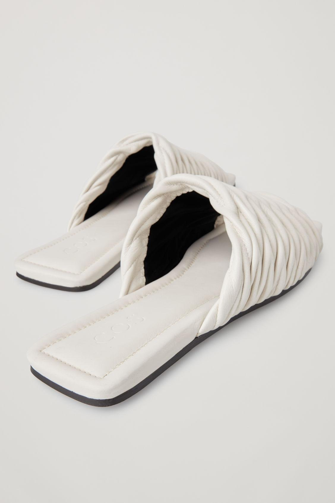 LEATHER SQUARE-TOE SANDALS 2