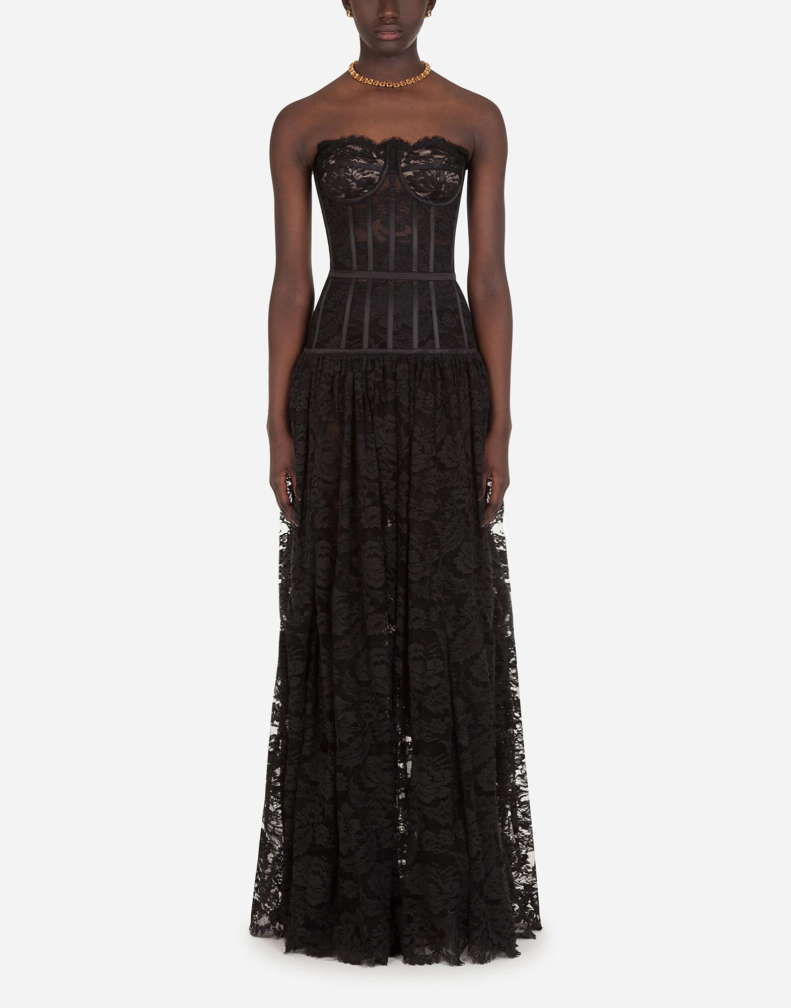 Long dress in chantilly lace