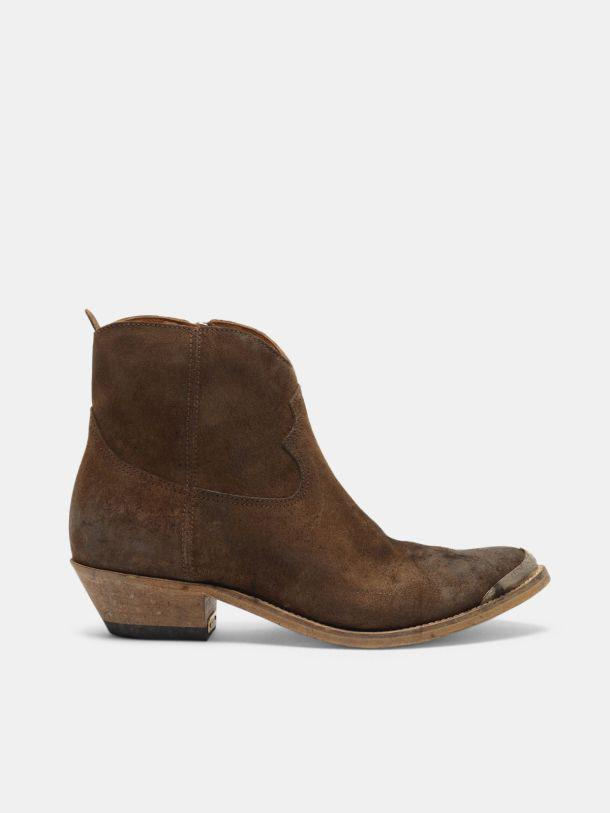 Young ankle boots in coffee suede