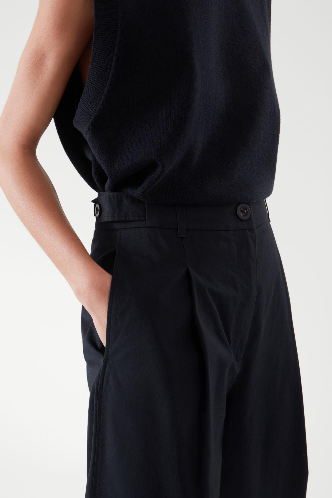 PLEATED TAPERED PANTS 4