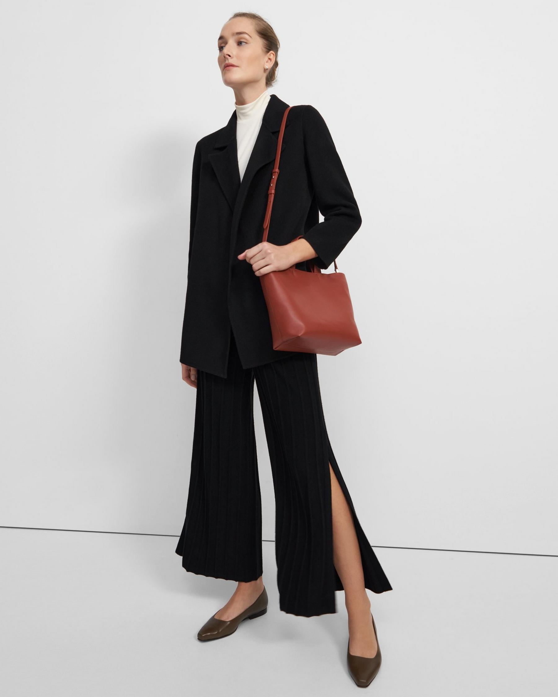 Small Simple Tote in Leather 0