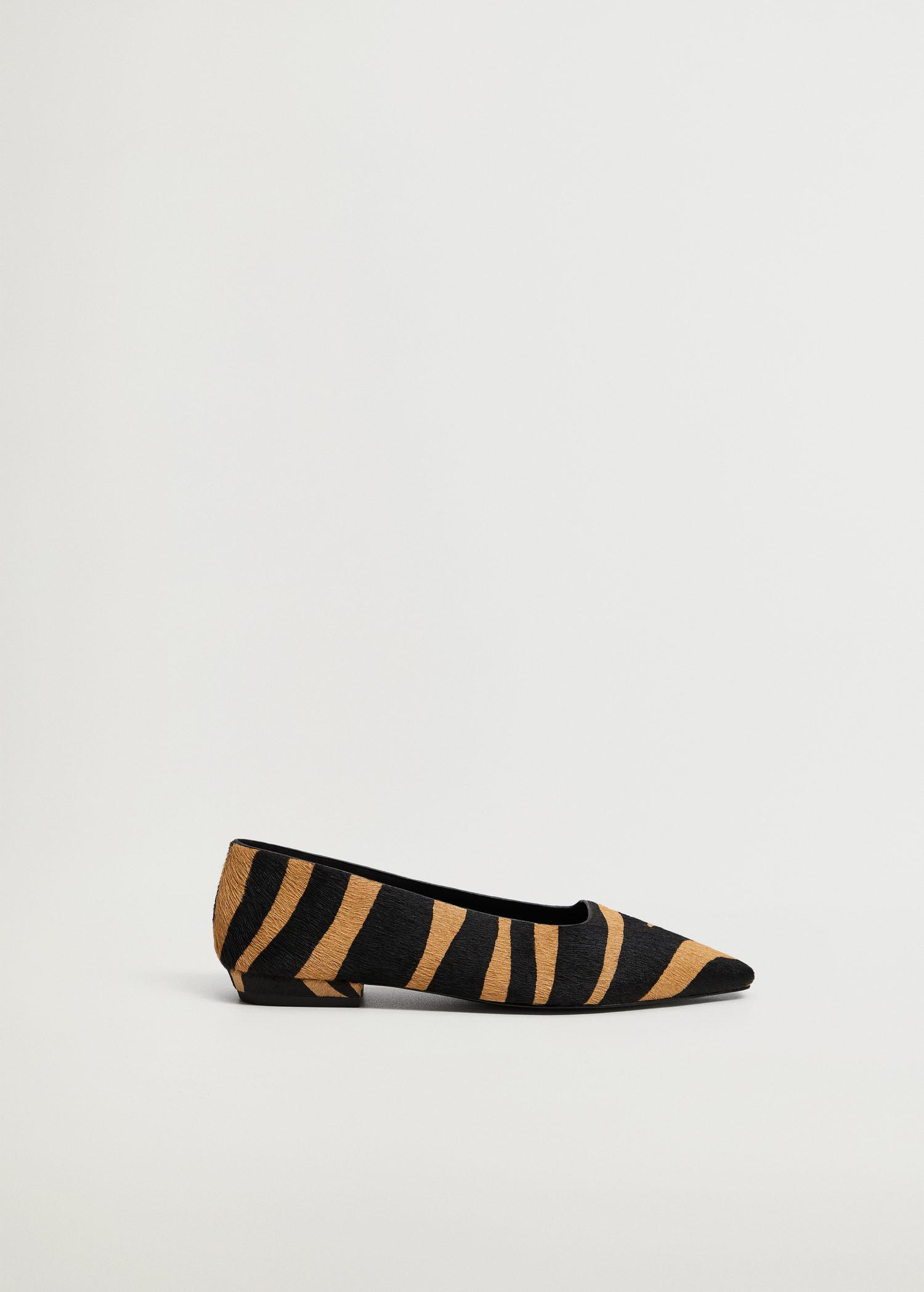 Animal-print leather shoes