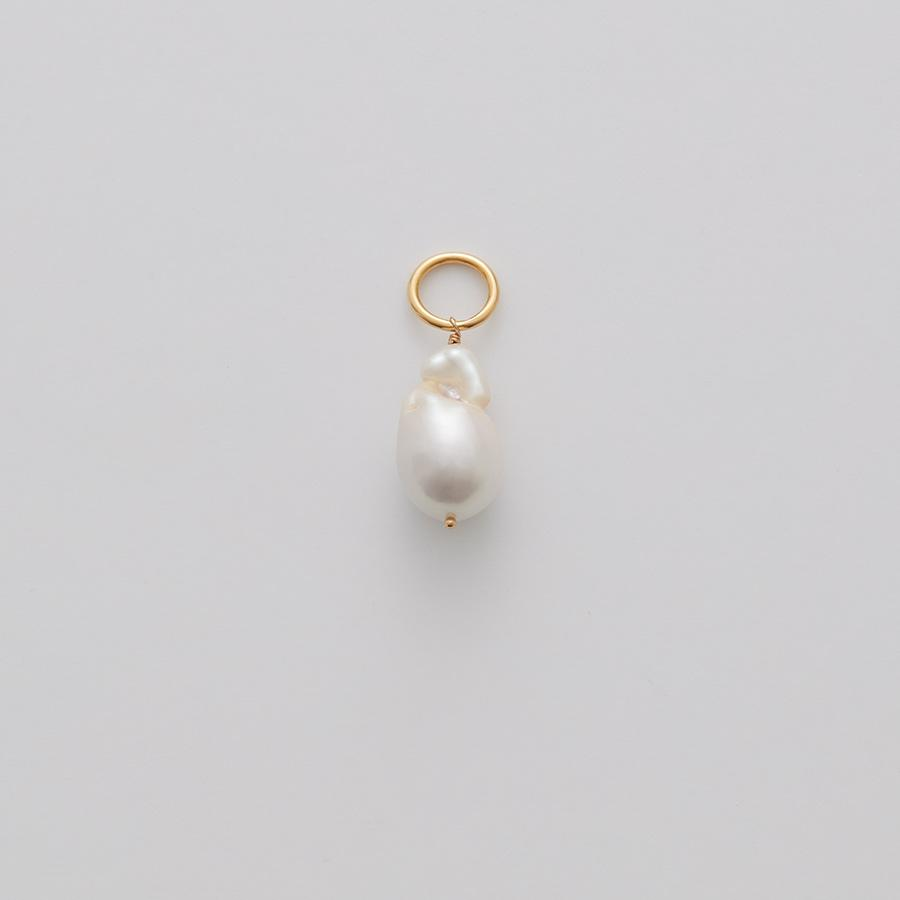 Women's Baroque Pearl Embellishment (Single) in Gold | Baroque Pearl & 14K Plated Gold by Cuyana