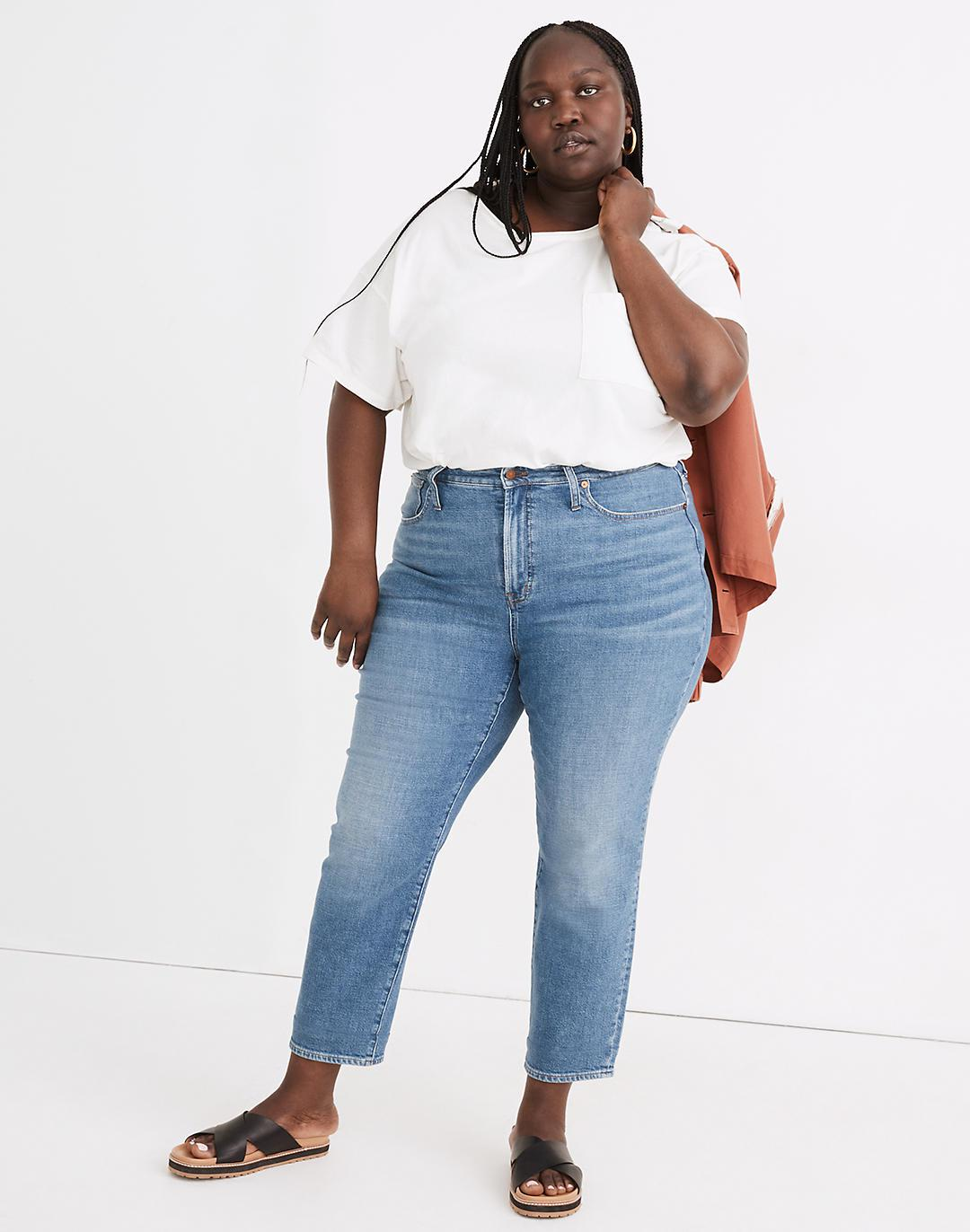 The Plus Curvy Perfect Vintage Crop Jean in Sandford Wash: Summerweight Edition