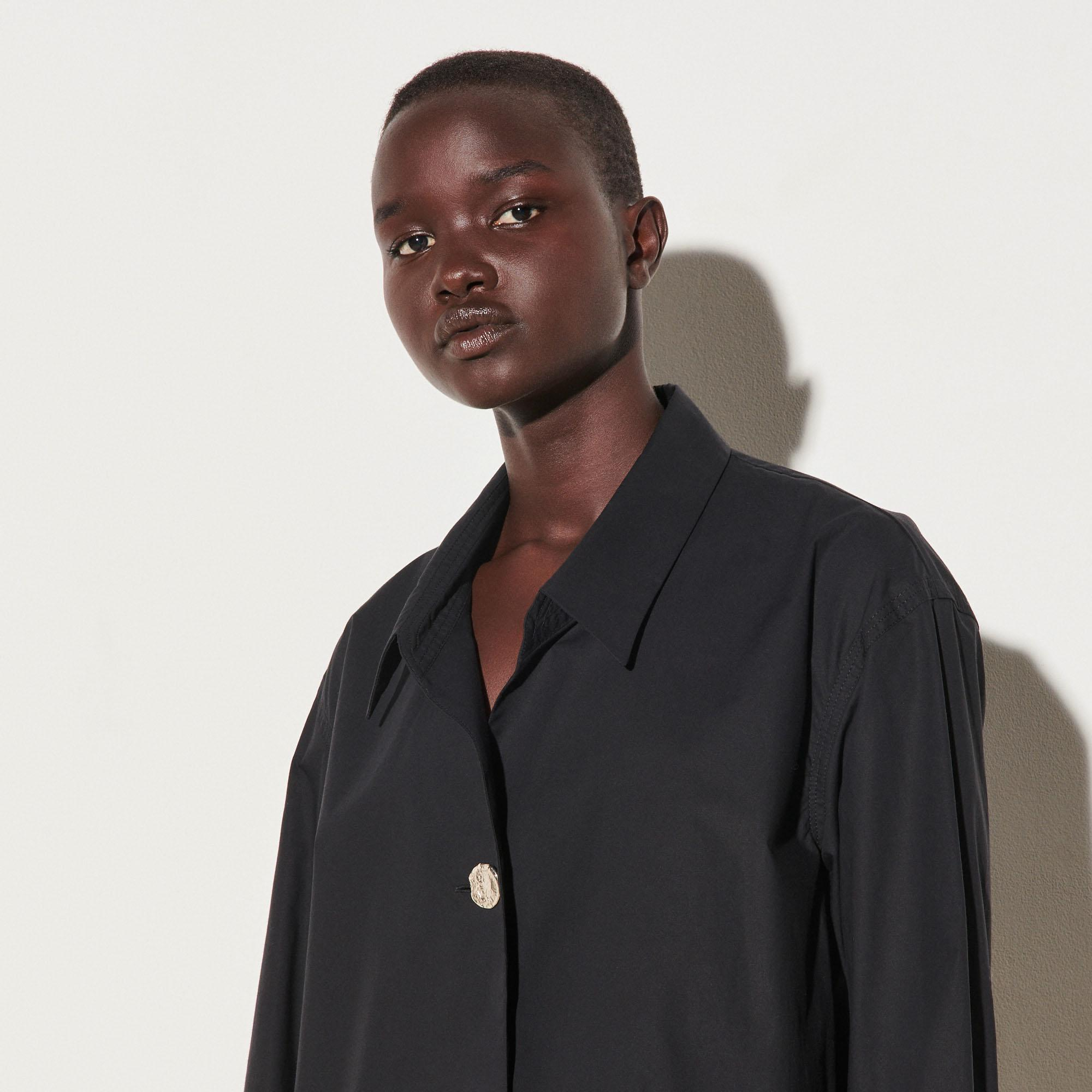 Oversized shirt with fancy button 3