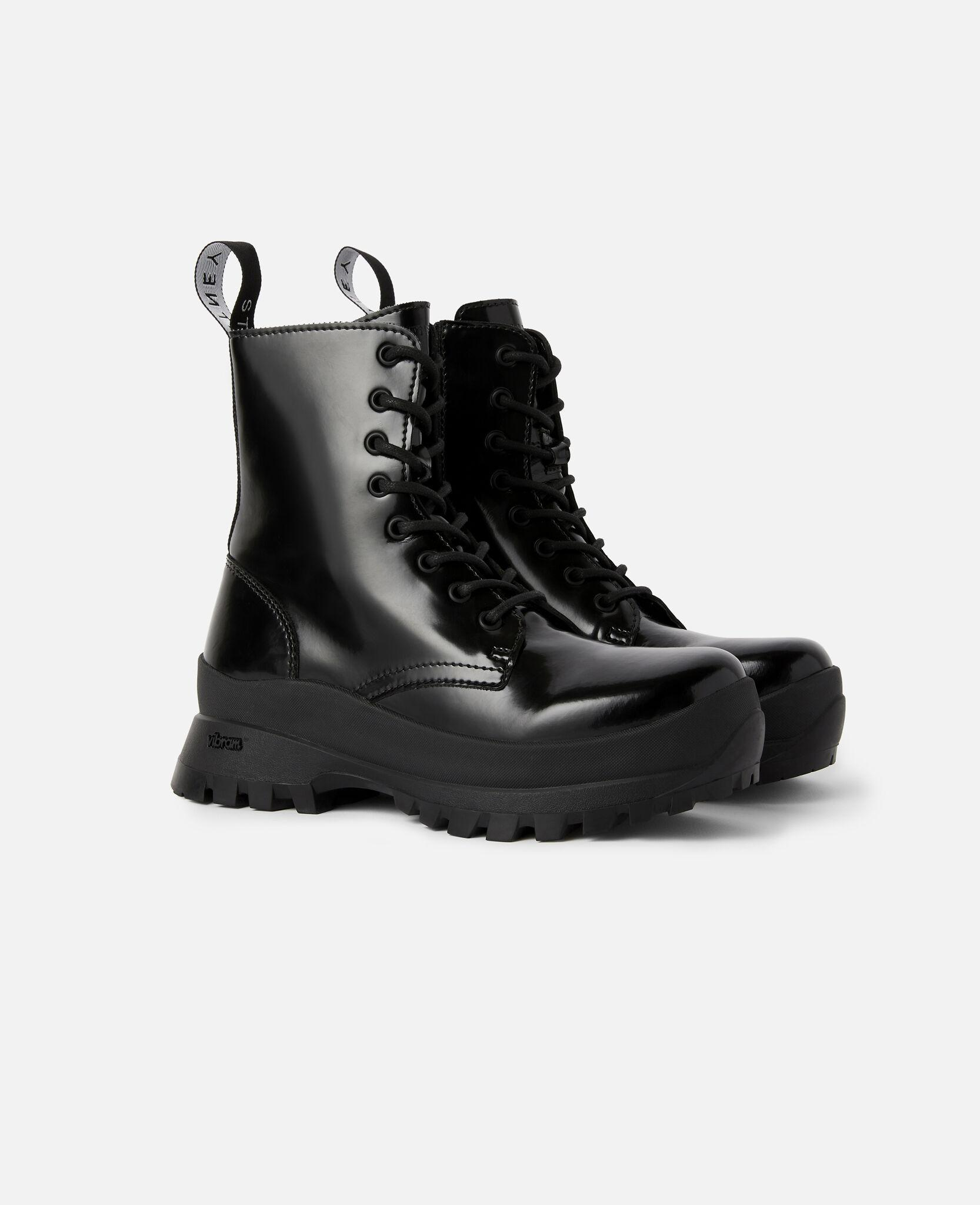Trace Logo Boots 1