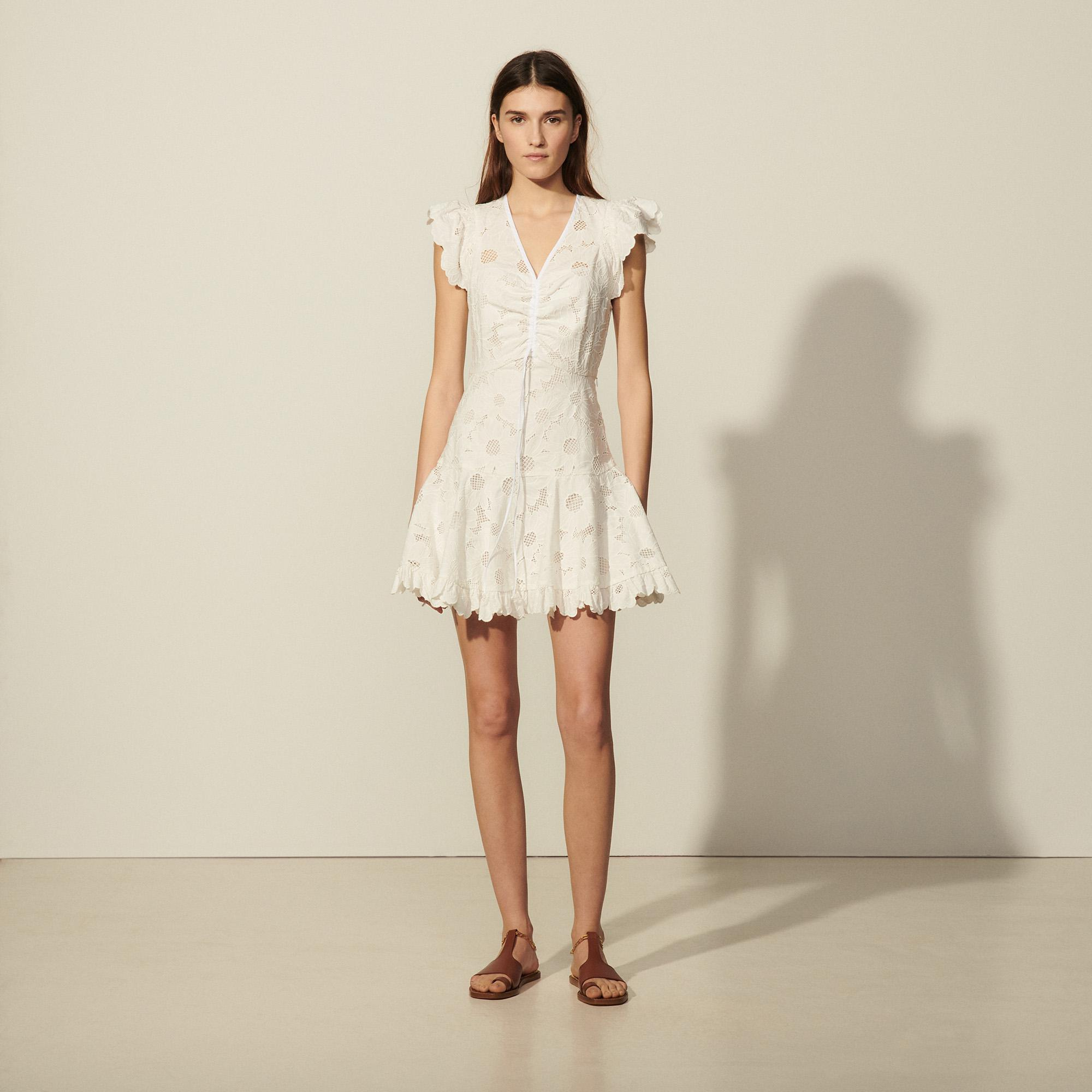 Short lace dress with embroidery 3