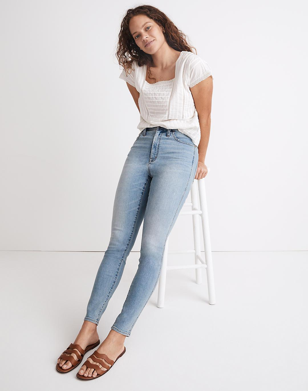 Curvy Roadtripper Authentic Jeans in Cadwell Wash