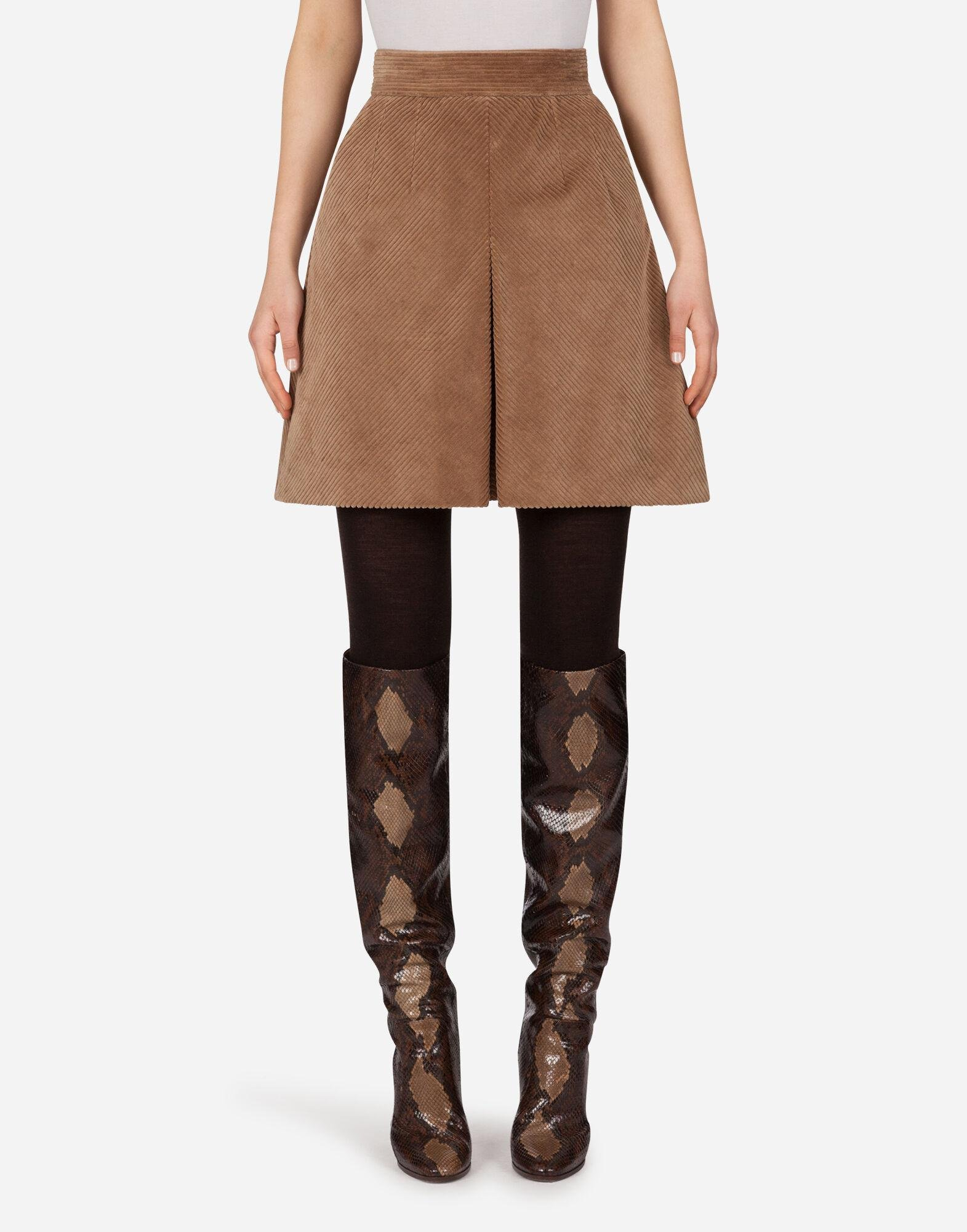 Short skirt in corduroy with kick pleat