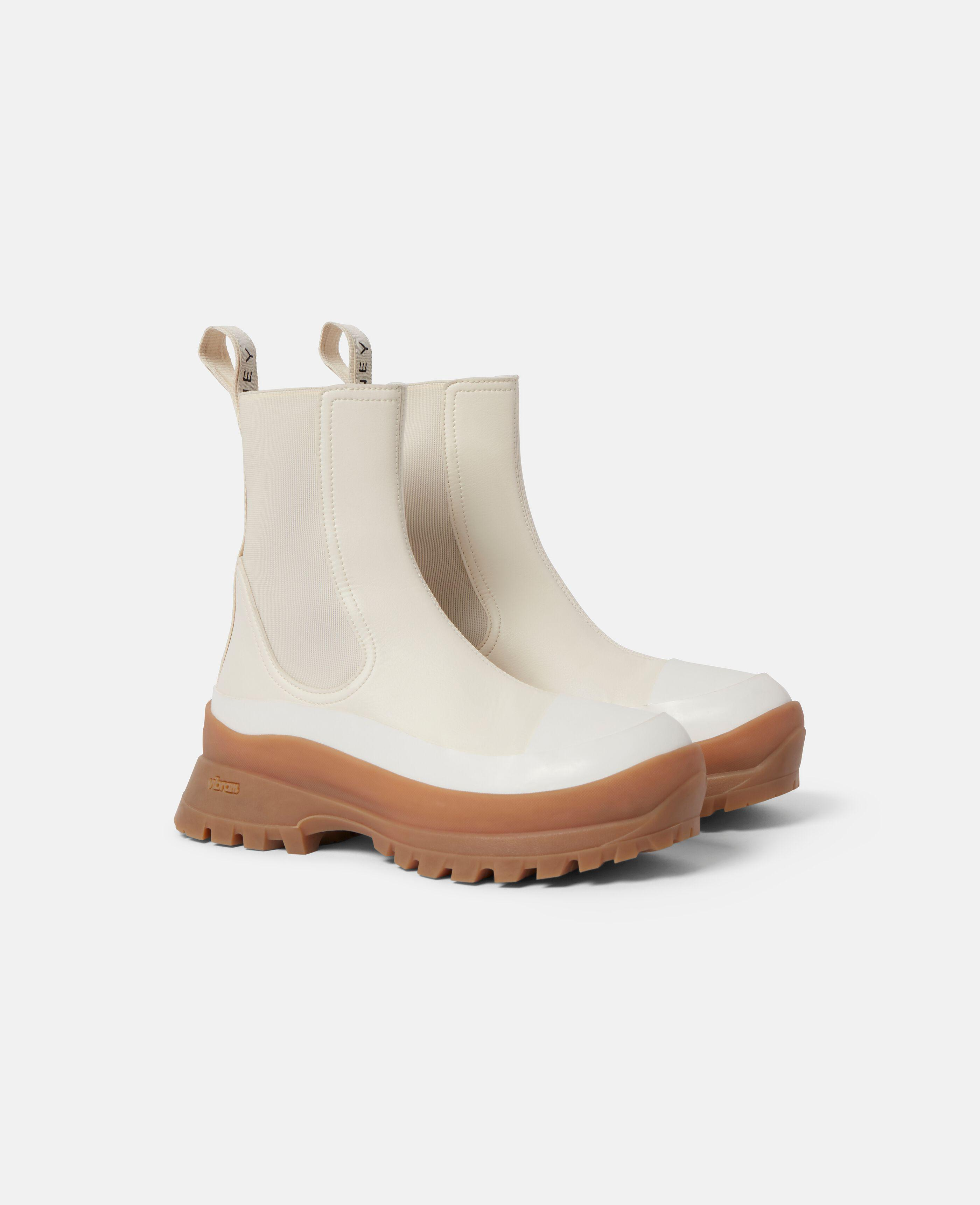 Trace Chelsea Boots 1
