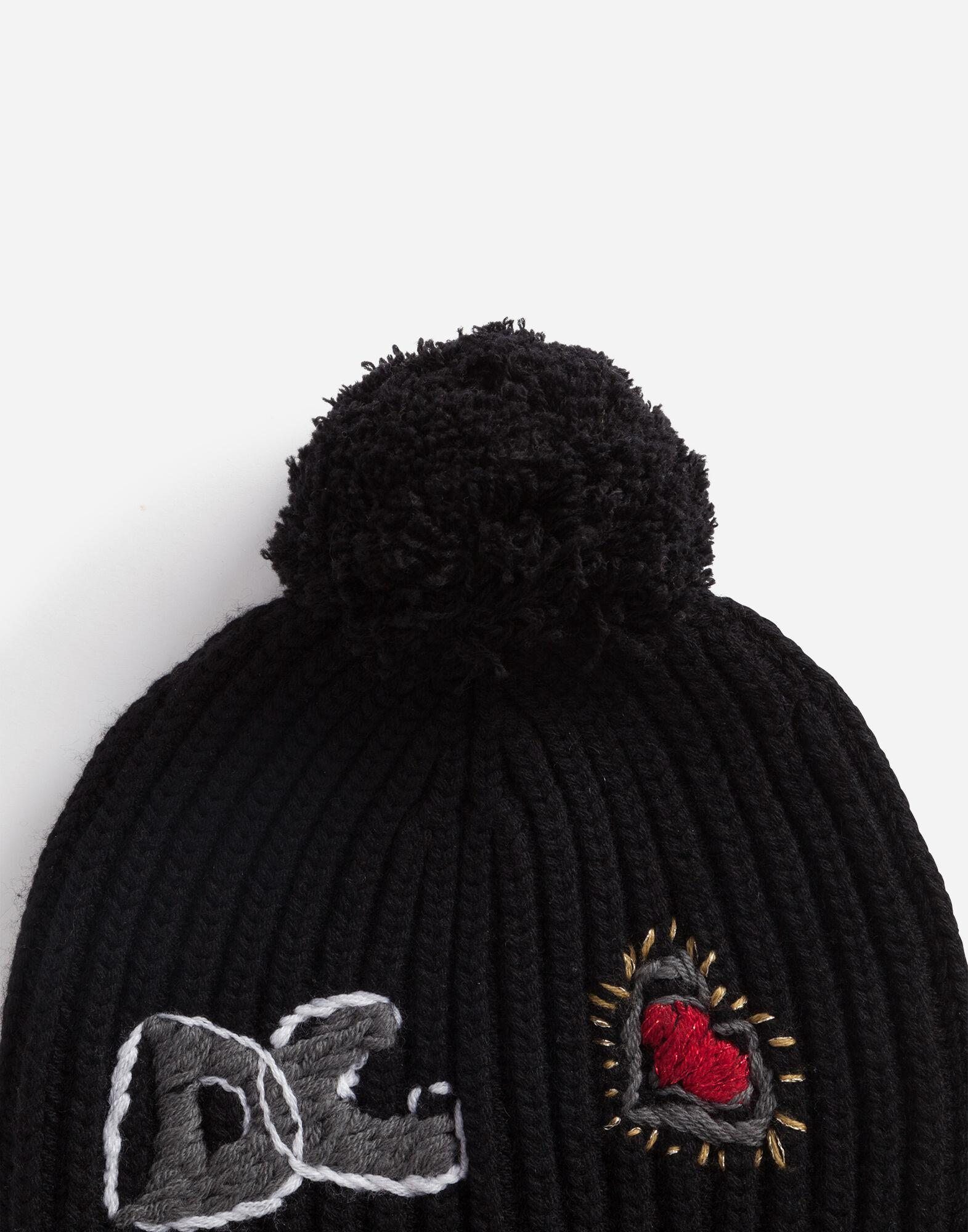 Hat in cashmere and wool with embroidered logo 1
