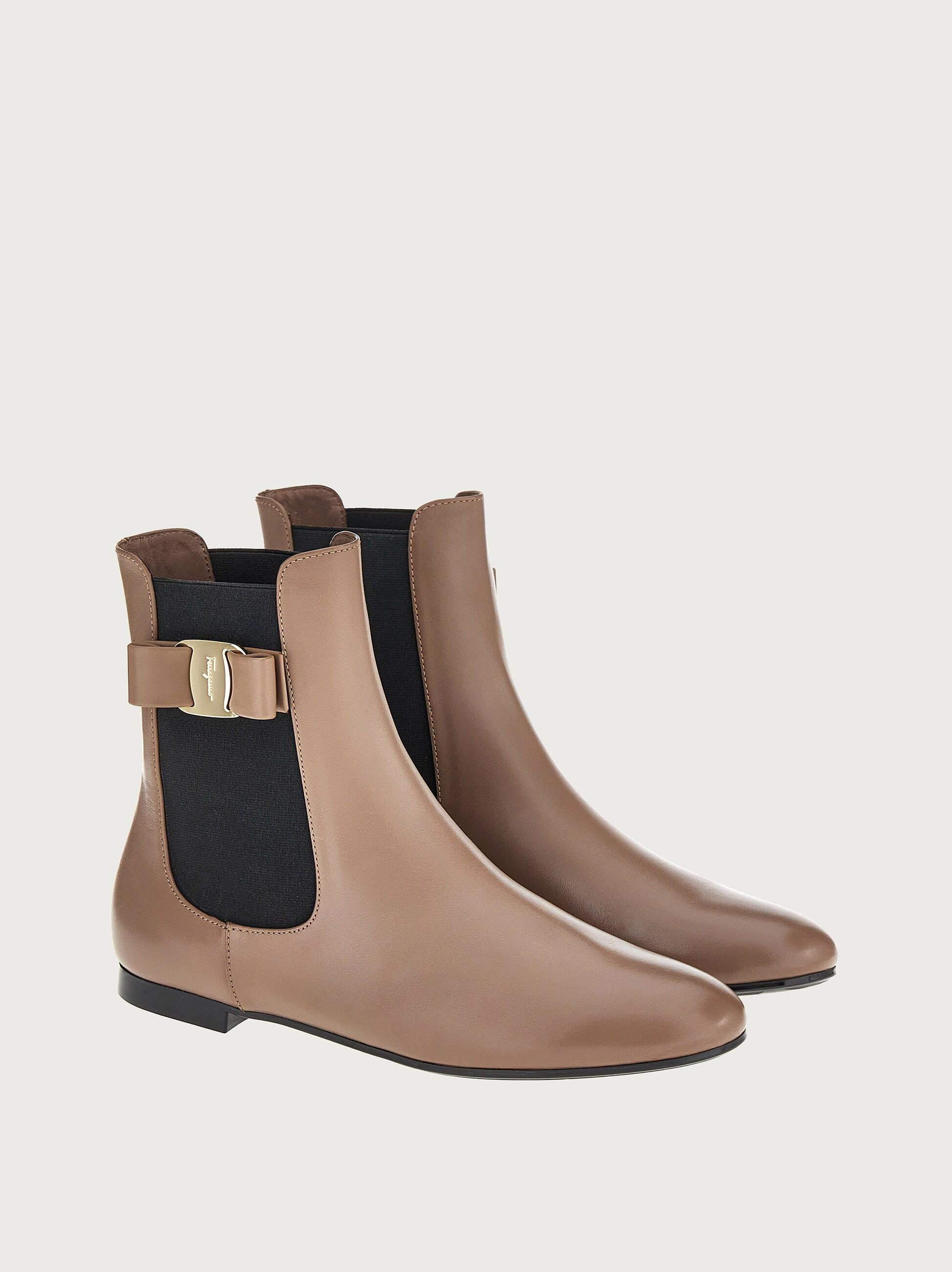 CHELSEA BOOT WITH VARA BOW 1