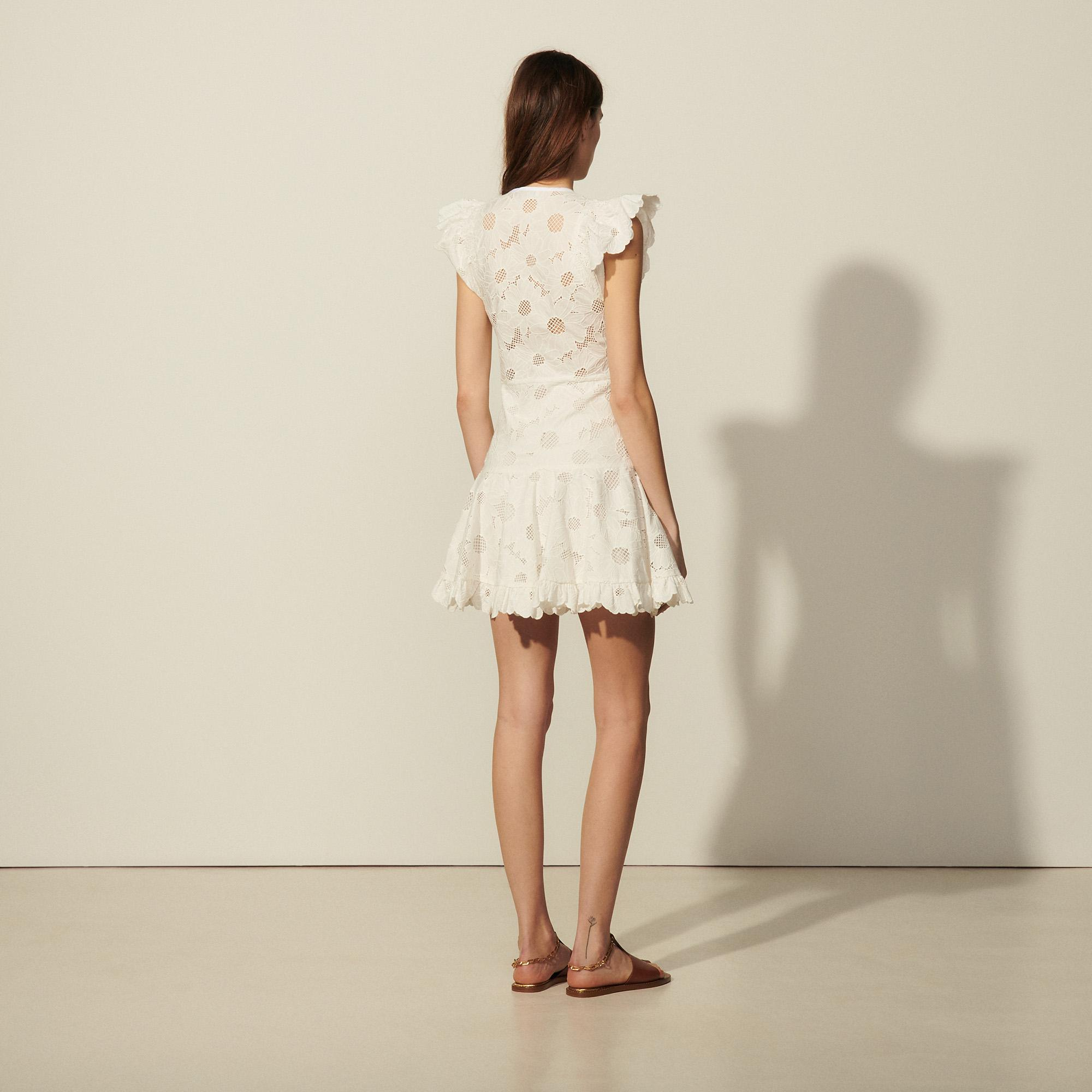 Short lace dress with embroidery 1