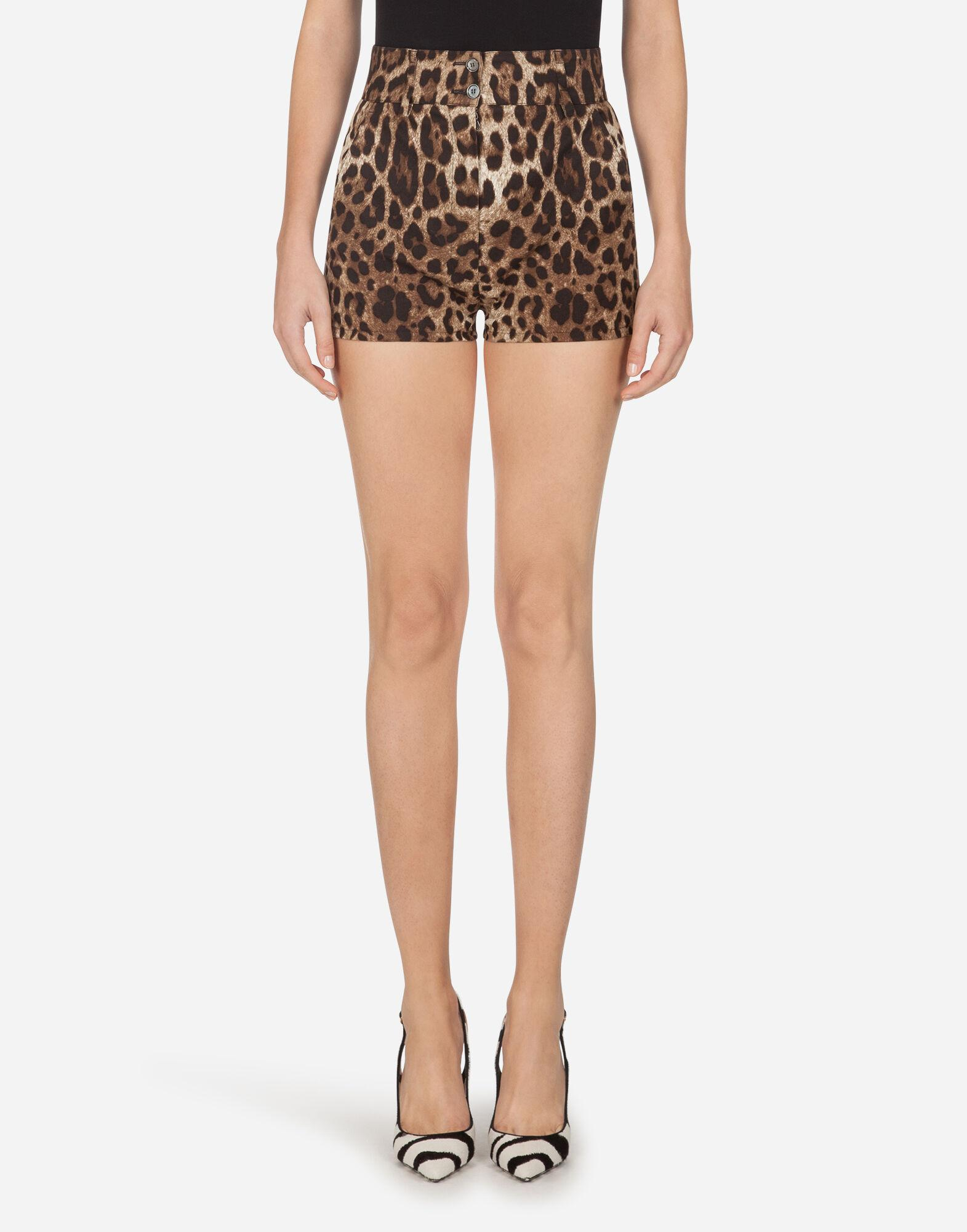 Drill shorts with leopard print