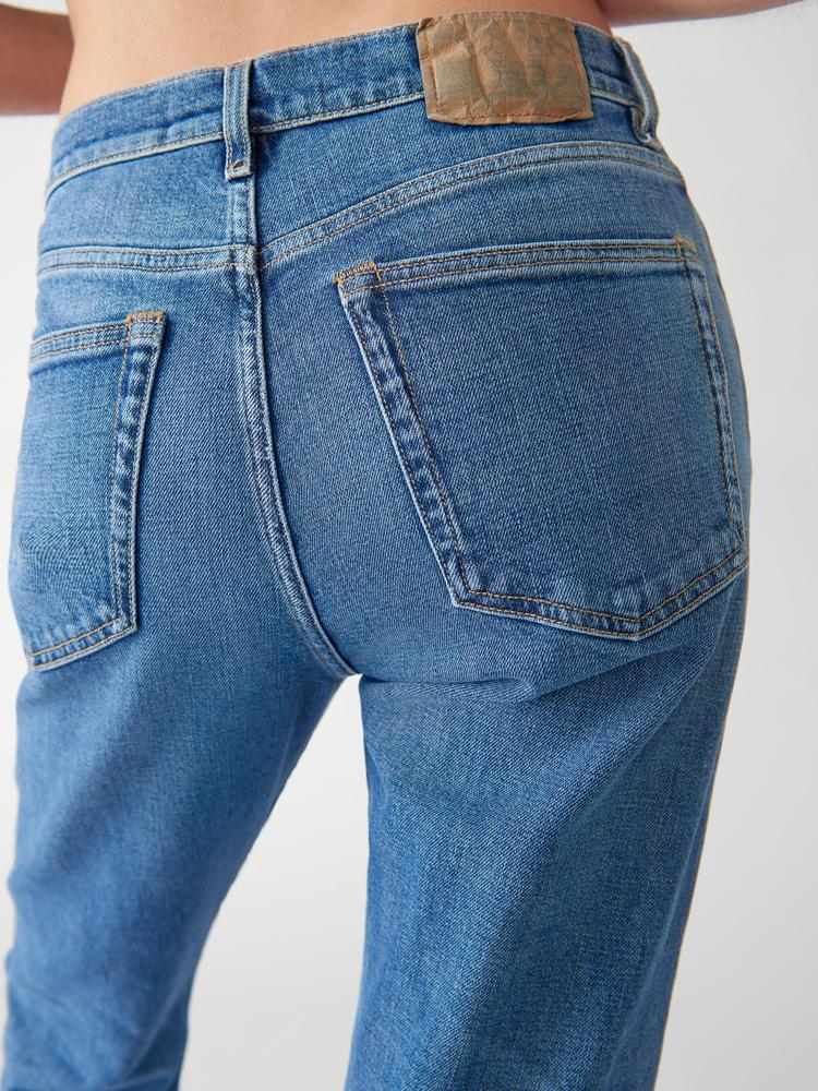 CW002 Classic Jeans 4