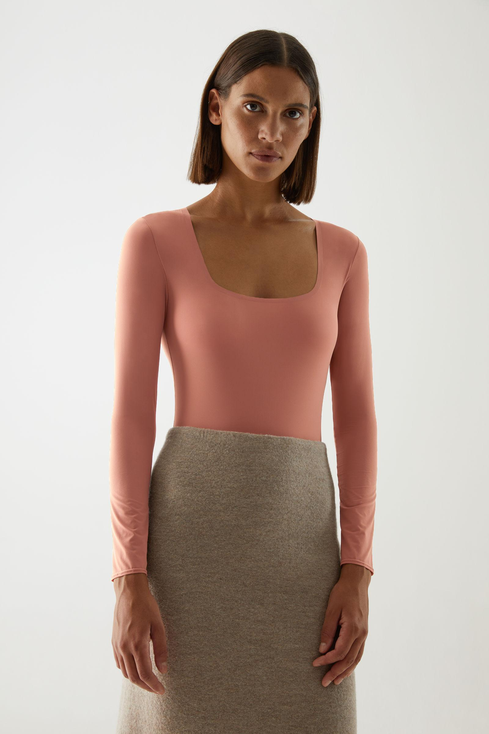 SQUARE NECK LONG-SLEEVE BODY