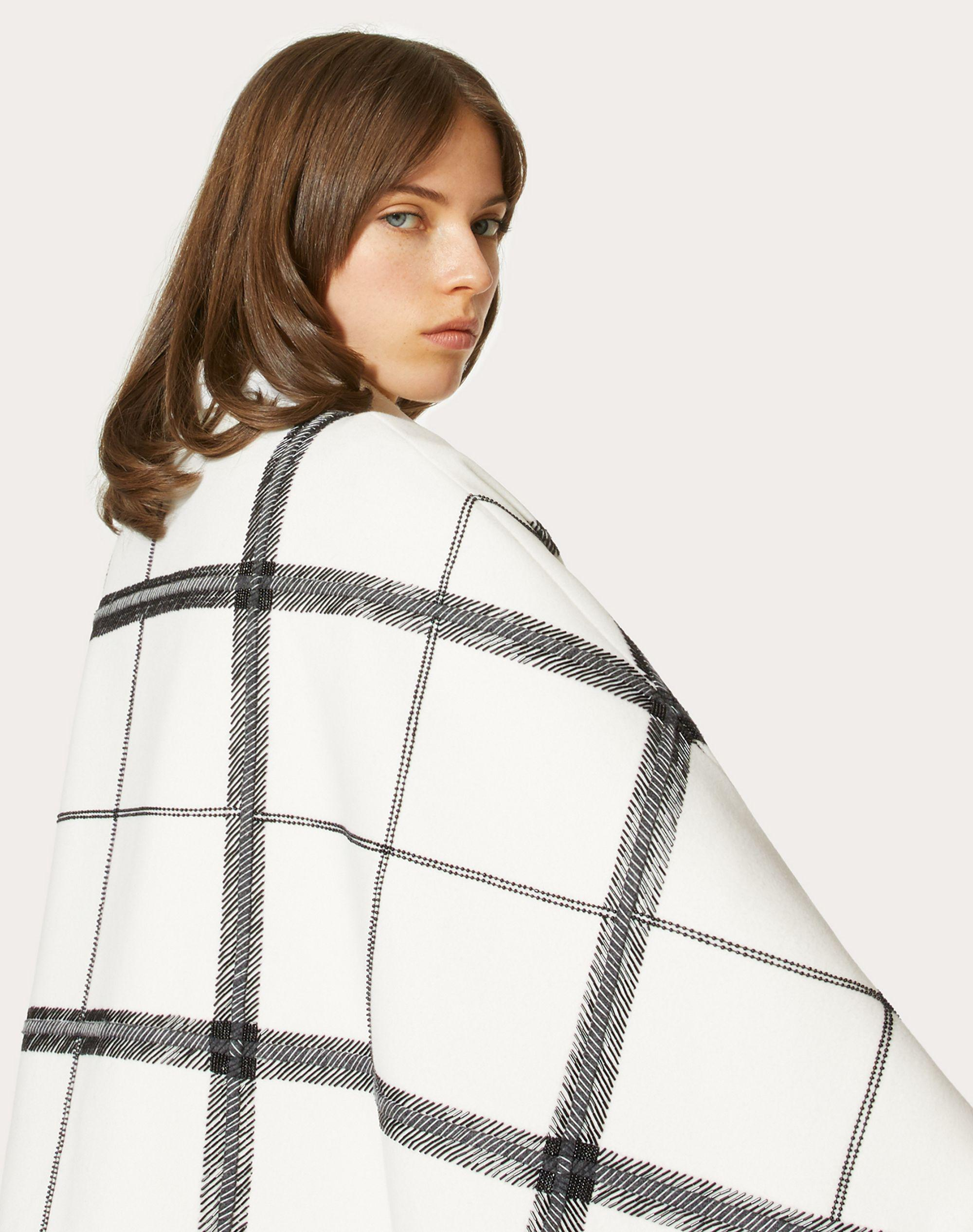 EMBROIDERED COMPACT DRAP CAPE 3