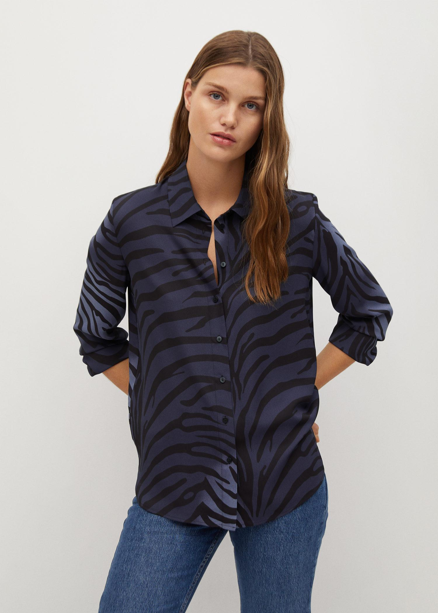 Buttoned printed shirt