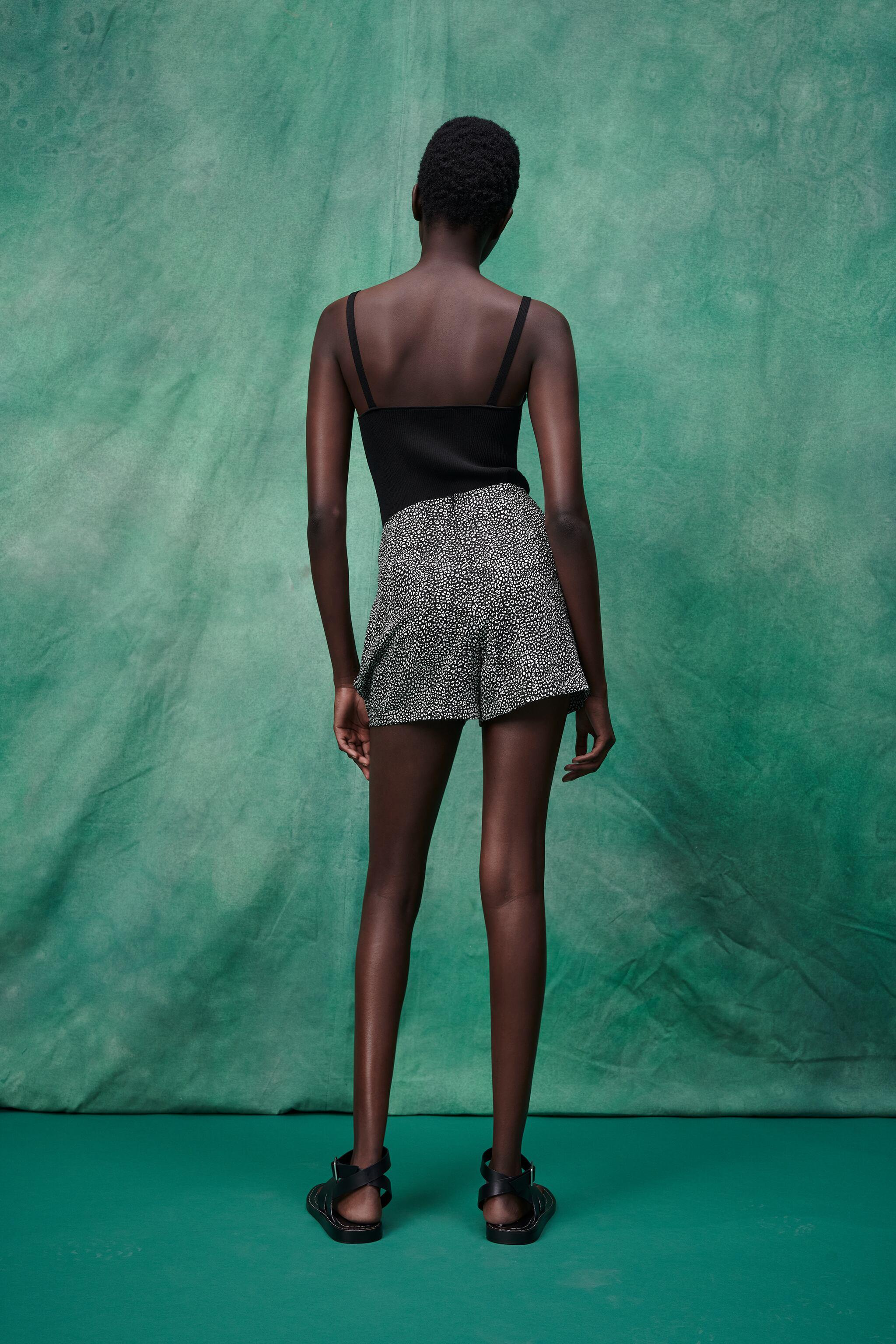 PRINTED SKORT WITH KNOT 3