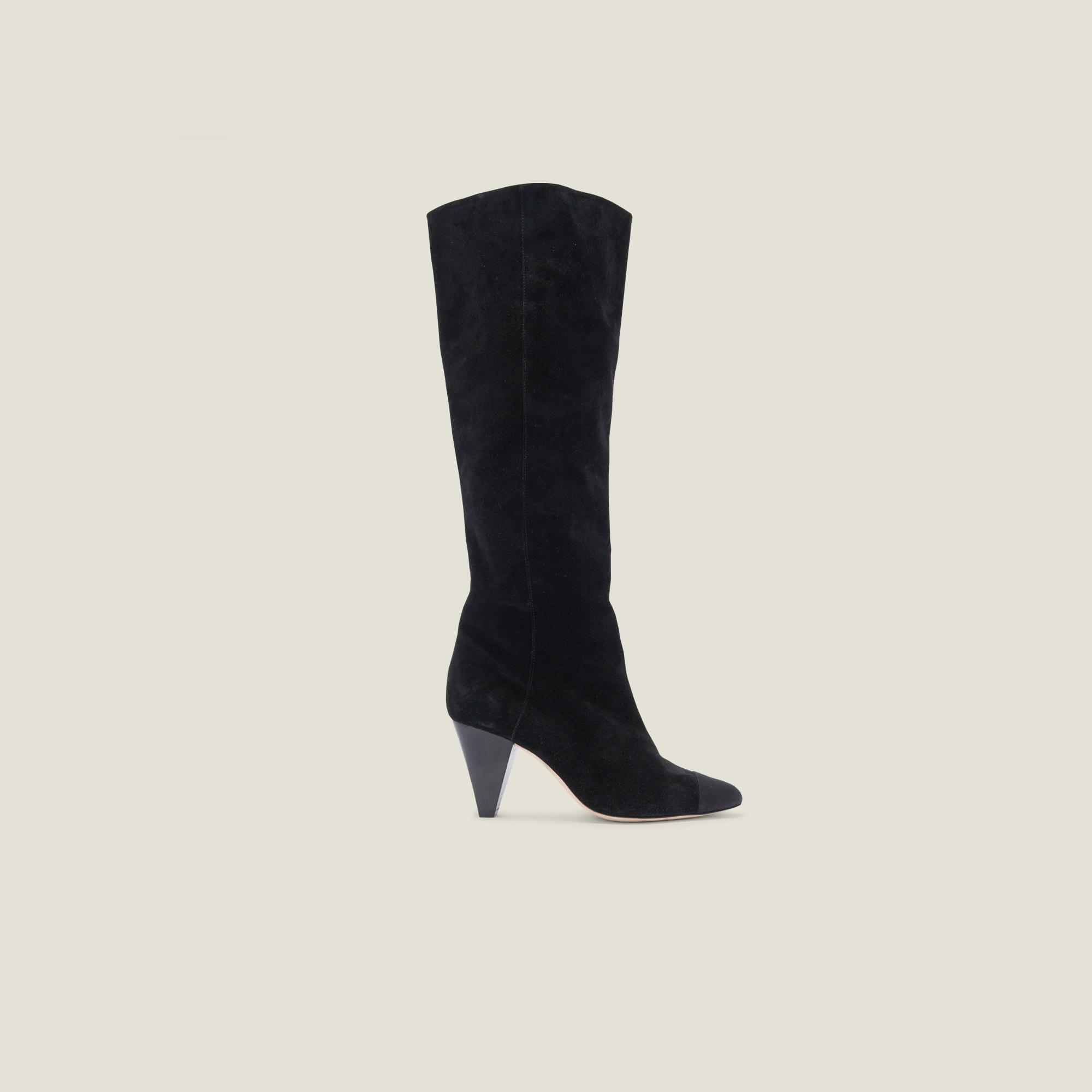 Leather boots with pointed toe