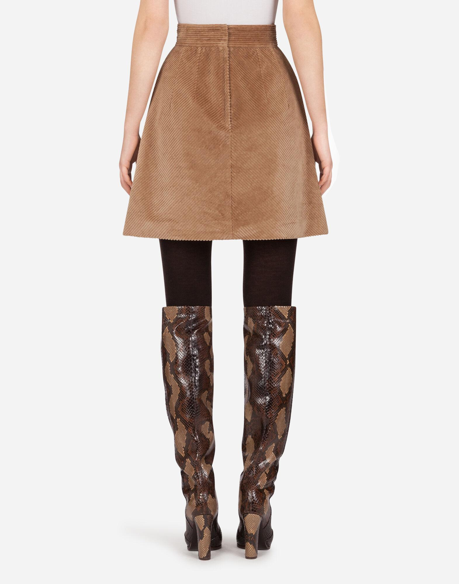 Short skirt in corduroy with kick pleat 1