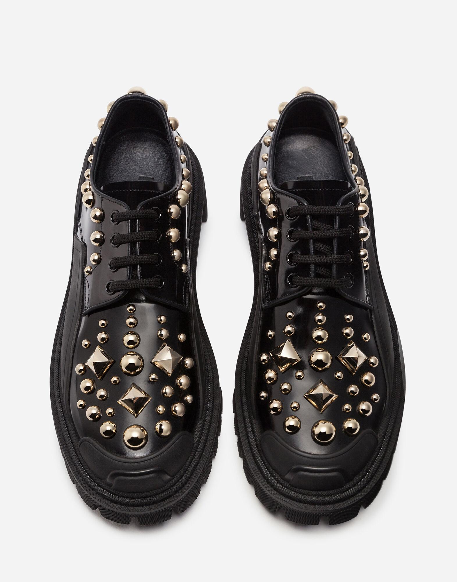 Polished calfskin trekking derby with stud embroidery 3