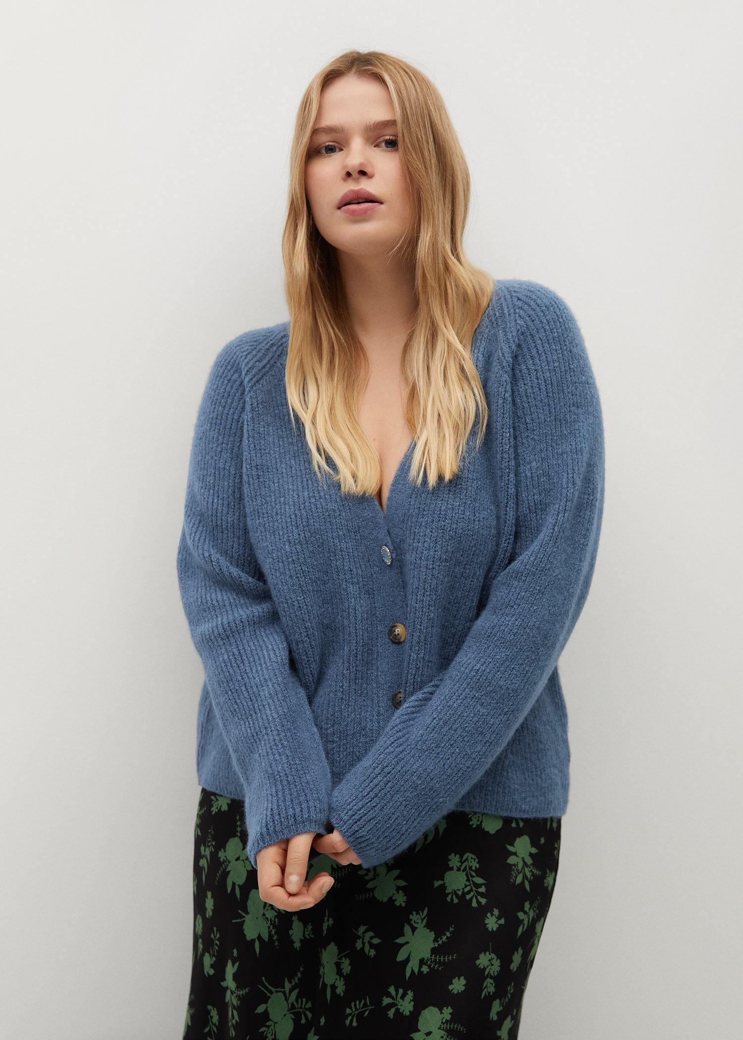 Knitted cardigan with jewel button 1