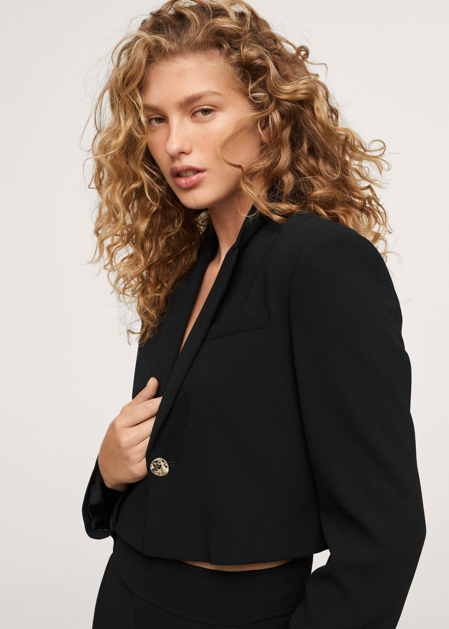 Cropped blazer with button