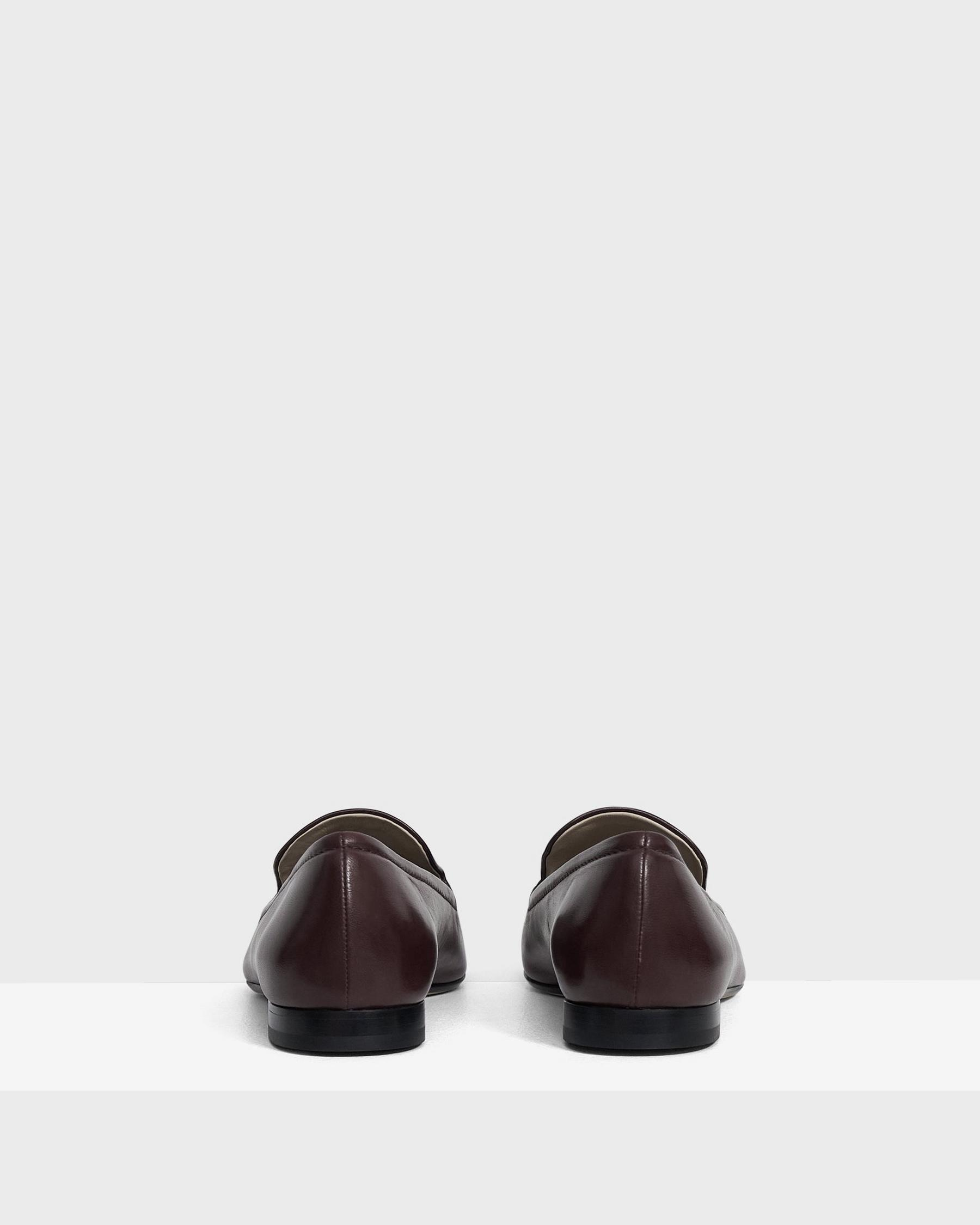 Pointed Loafer in Leather 3