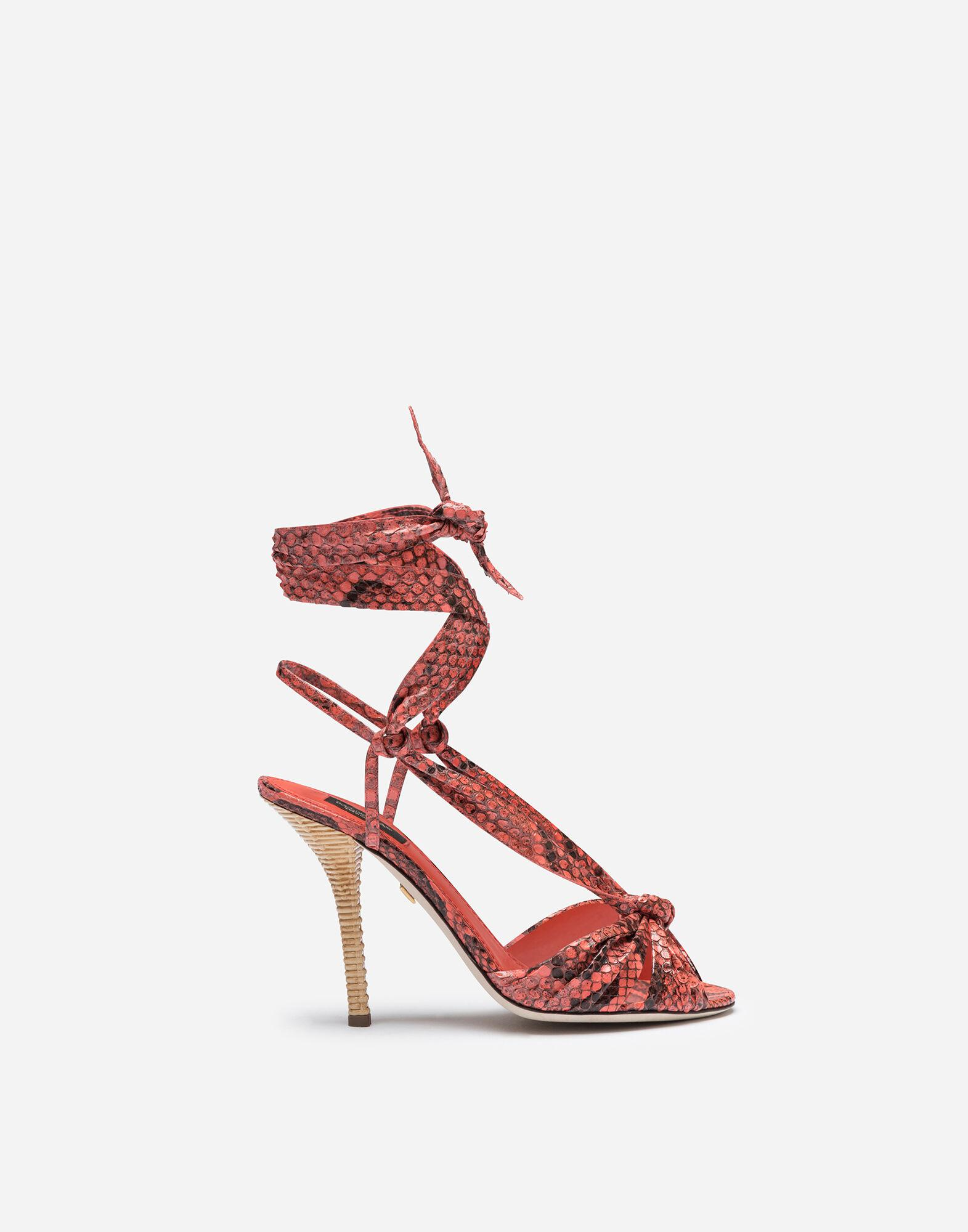 Sandals in python with heel in wicker