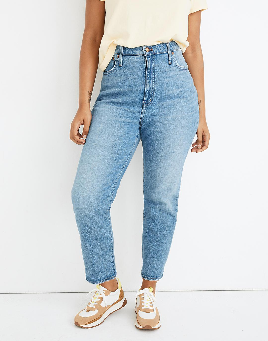 Petite Classic Straight Jeans in Nearwood Wash 3