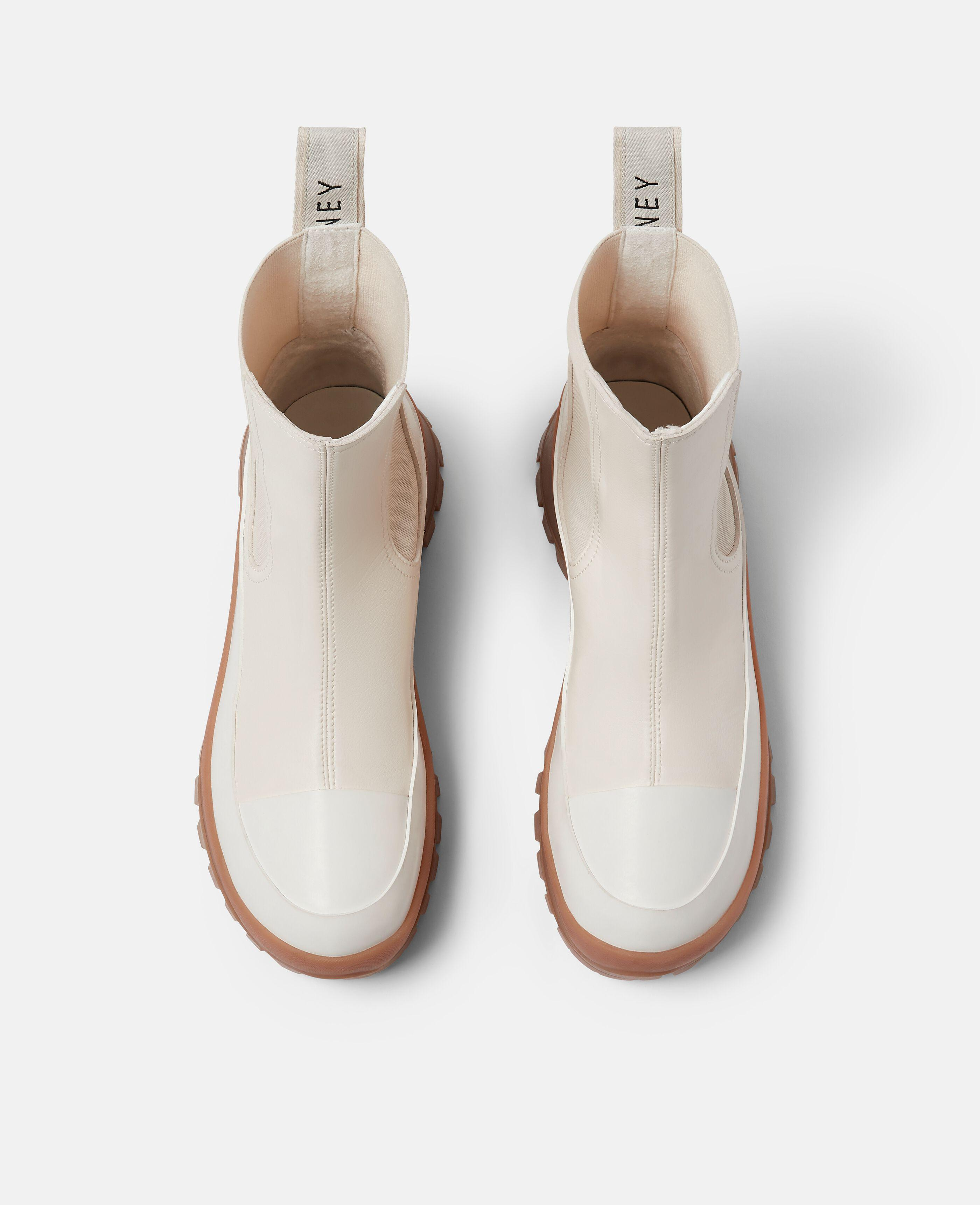 Trace Chelsea Boots 3
