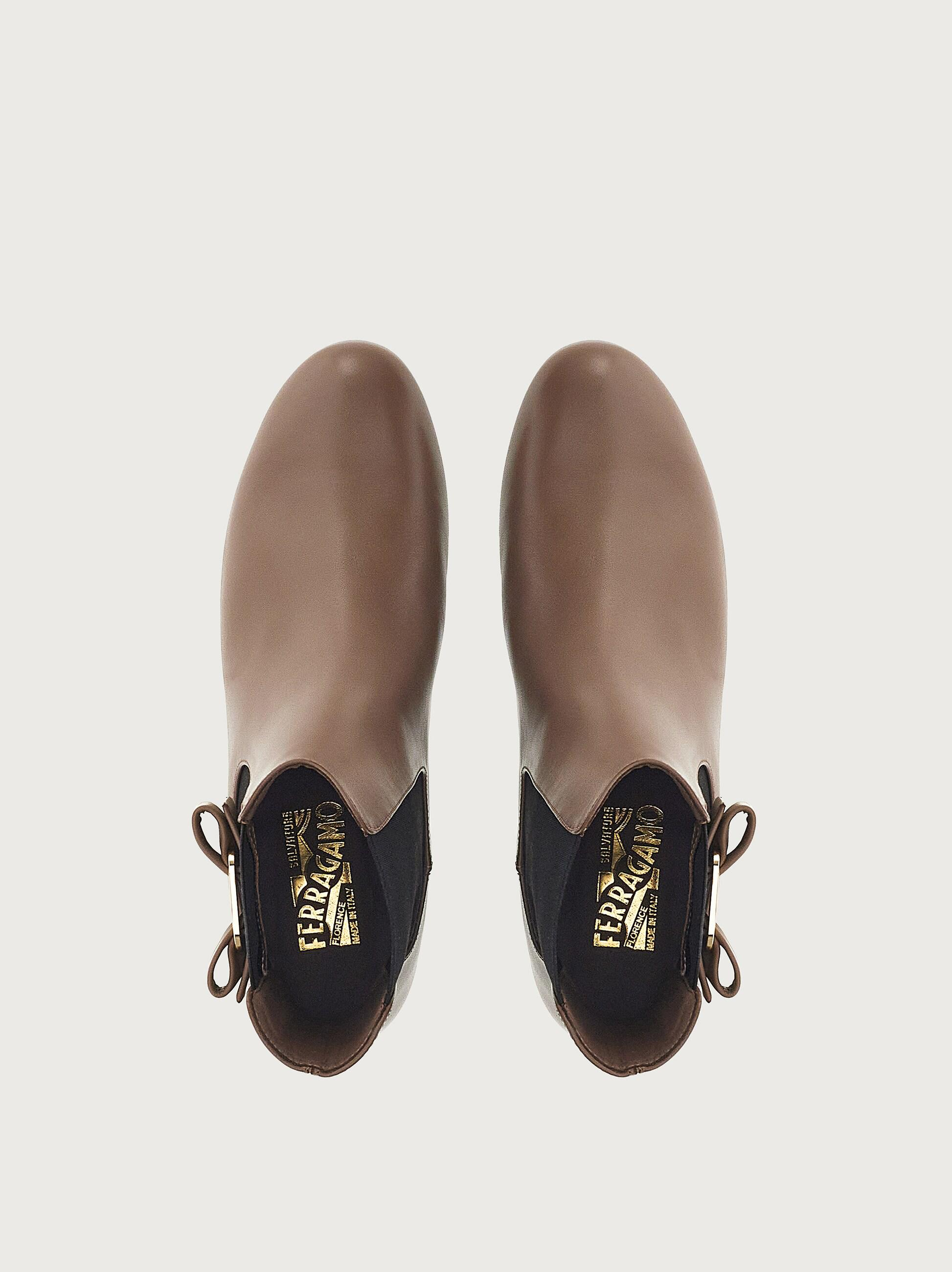 CHELSEA BOOT WITH VARA BOW 3