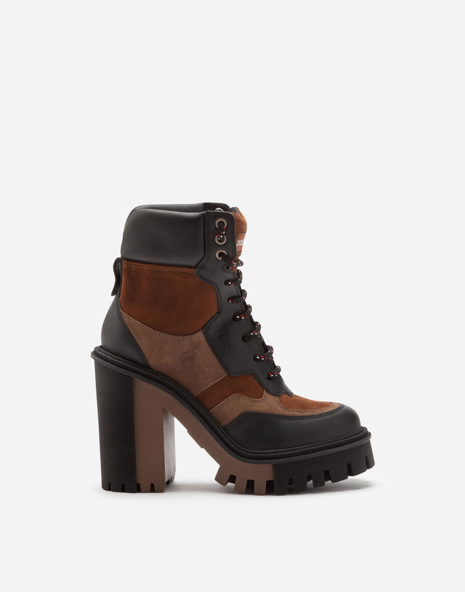 Trekking boots in two-tone mixed materials