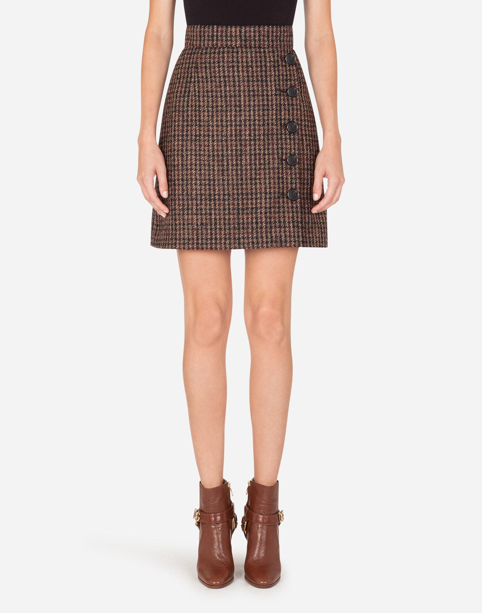 Short tartan tweed skirt