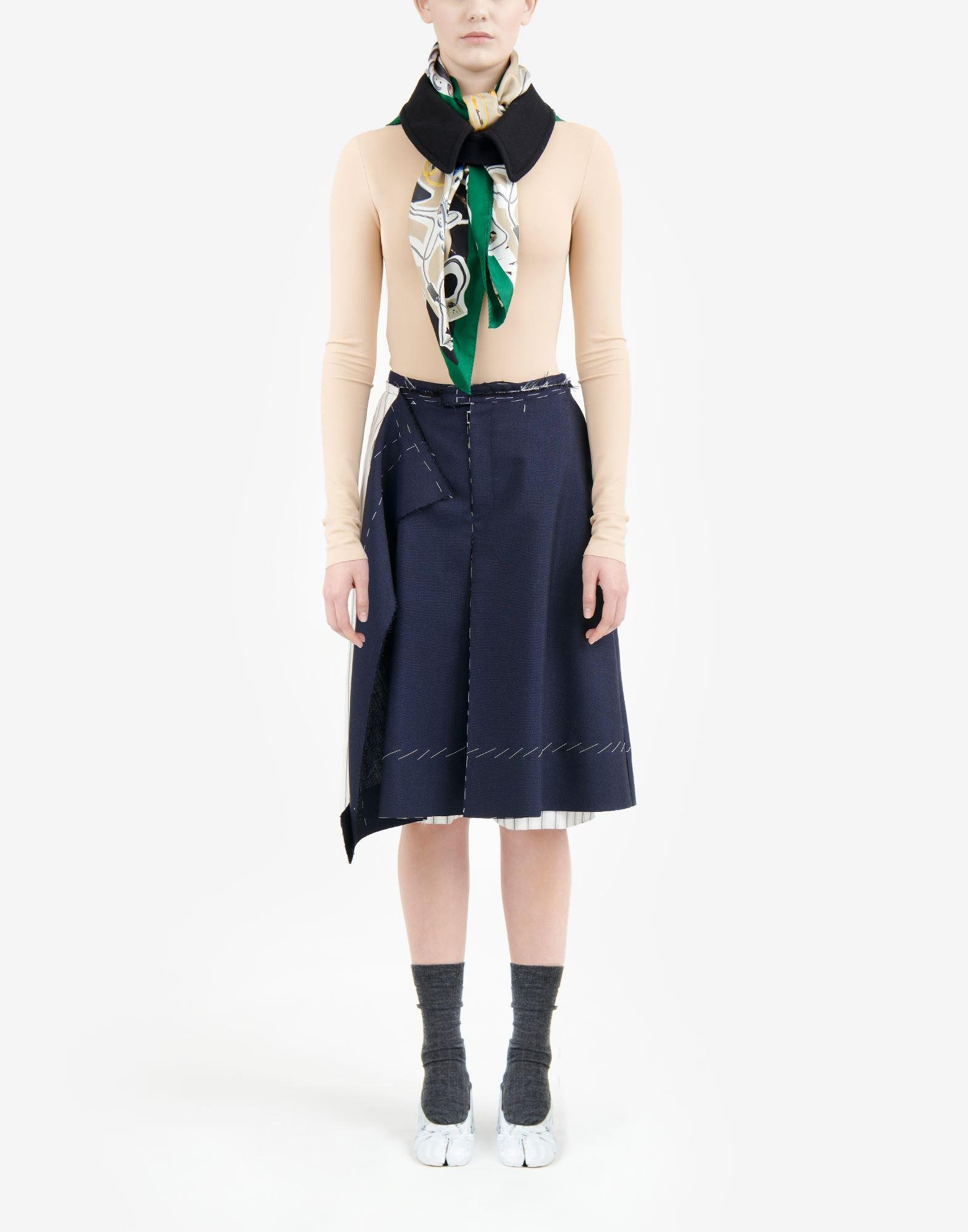 Anonymity of the lining skirt