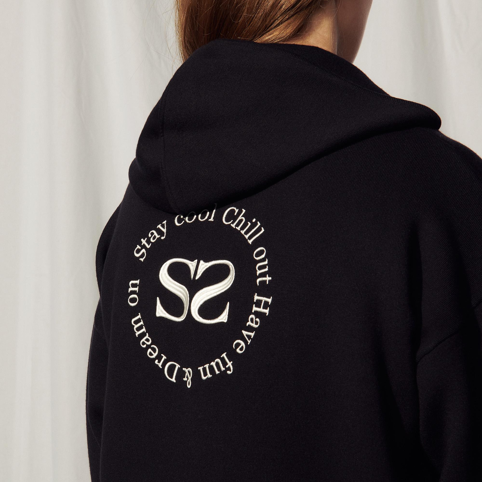 Zipped hoodie with an embroidered back 4